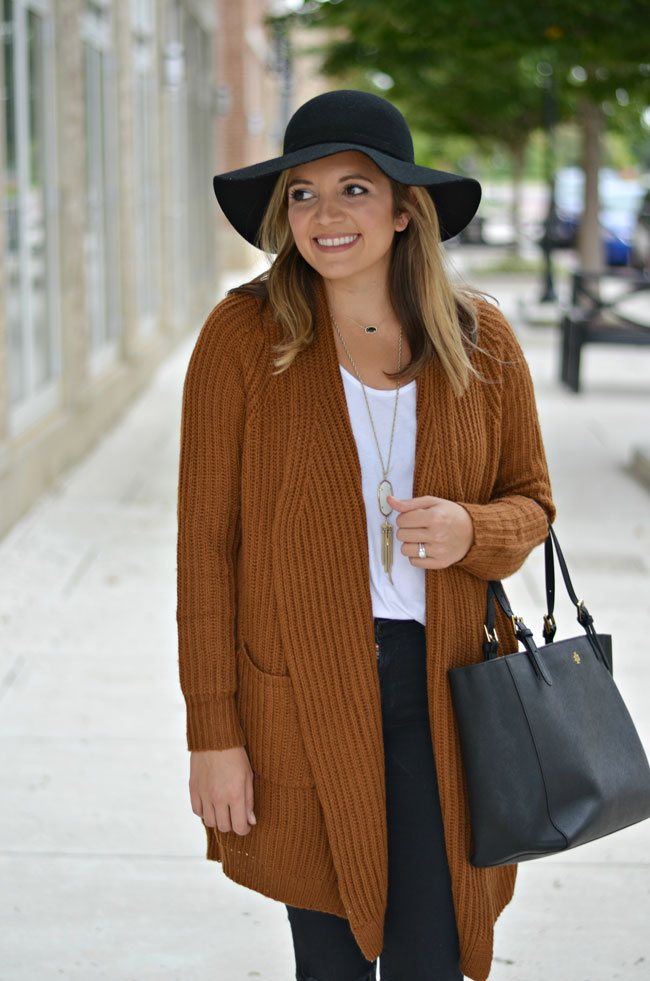 how wear big cardigan for fall - oversized rust cardigan, black jeans, fall floppy hat | www.fizzandfrosting.com