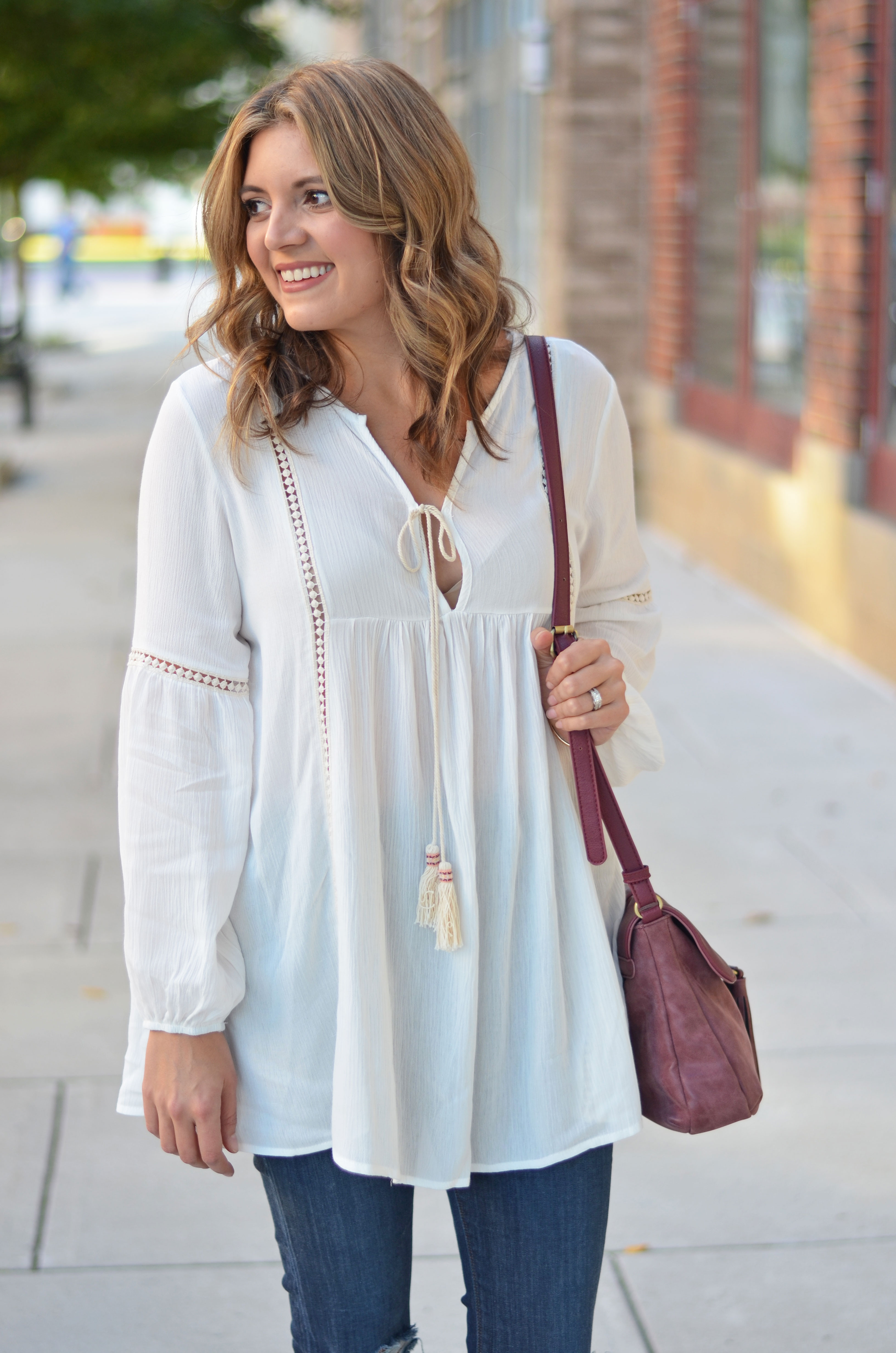 peasant top outfit - white peasant top with jeans | www.bylaurenm.com
