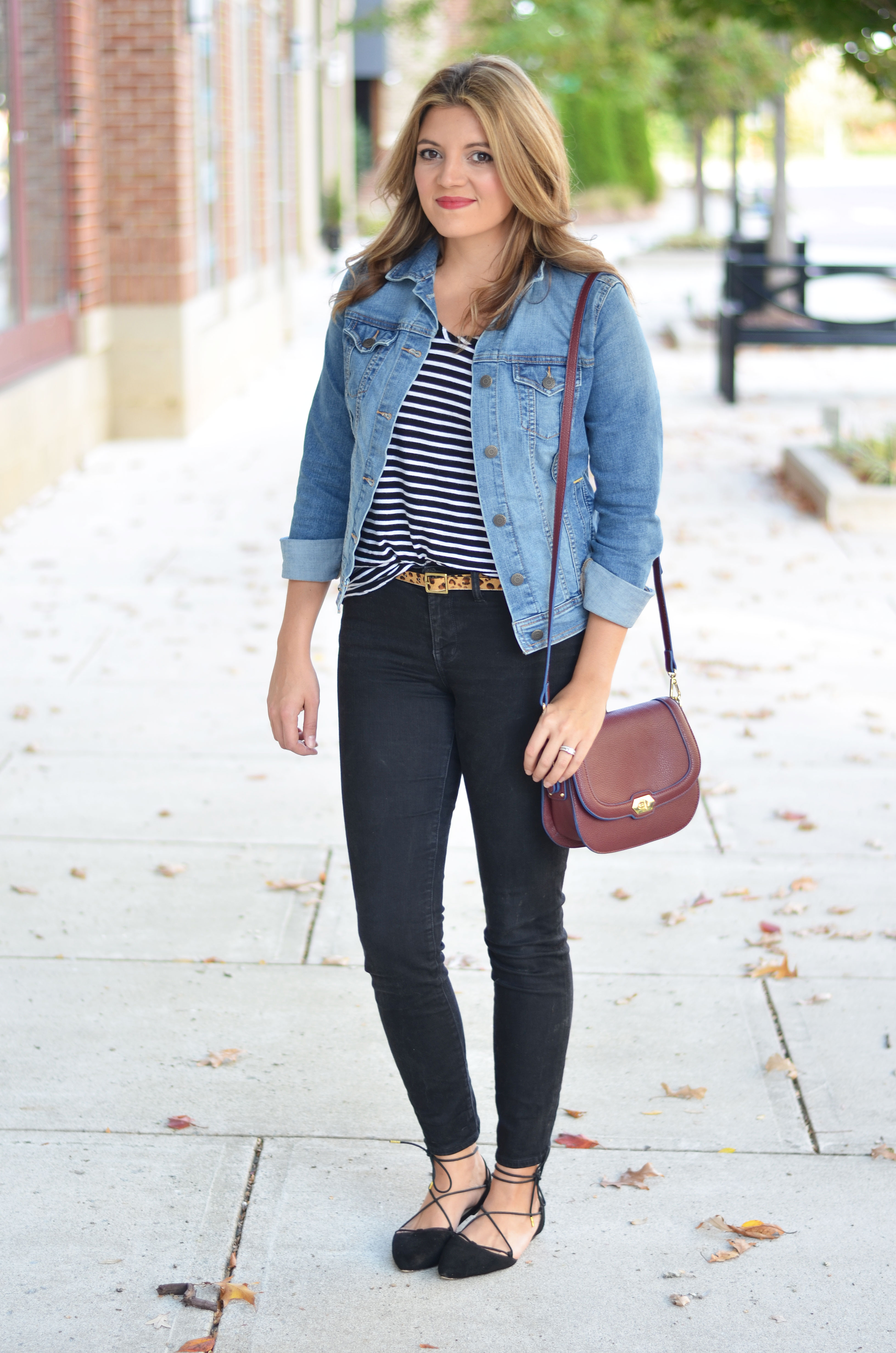 perfect denim jacket outfit - black jeans with denim jacket | www.bylaurenm.com