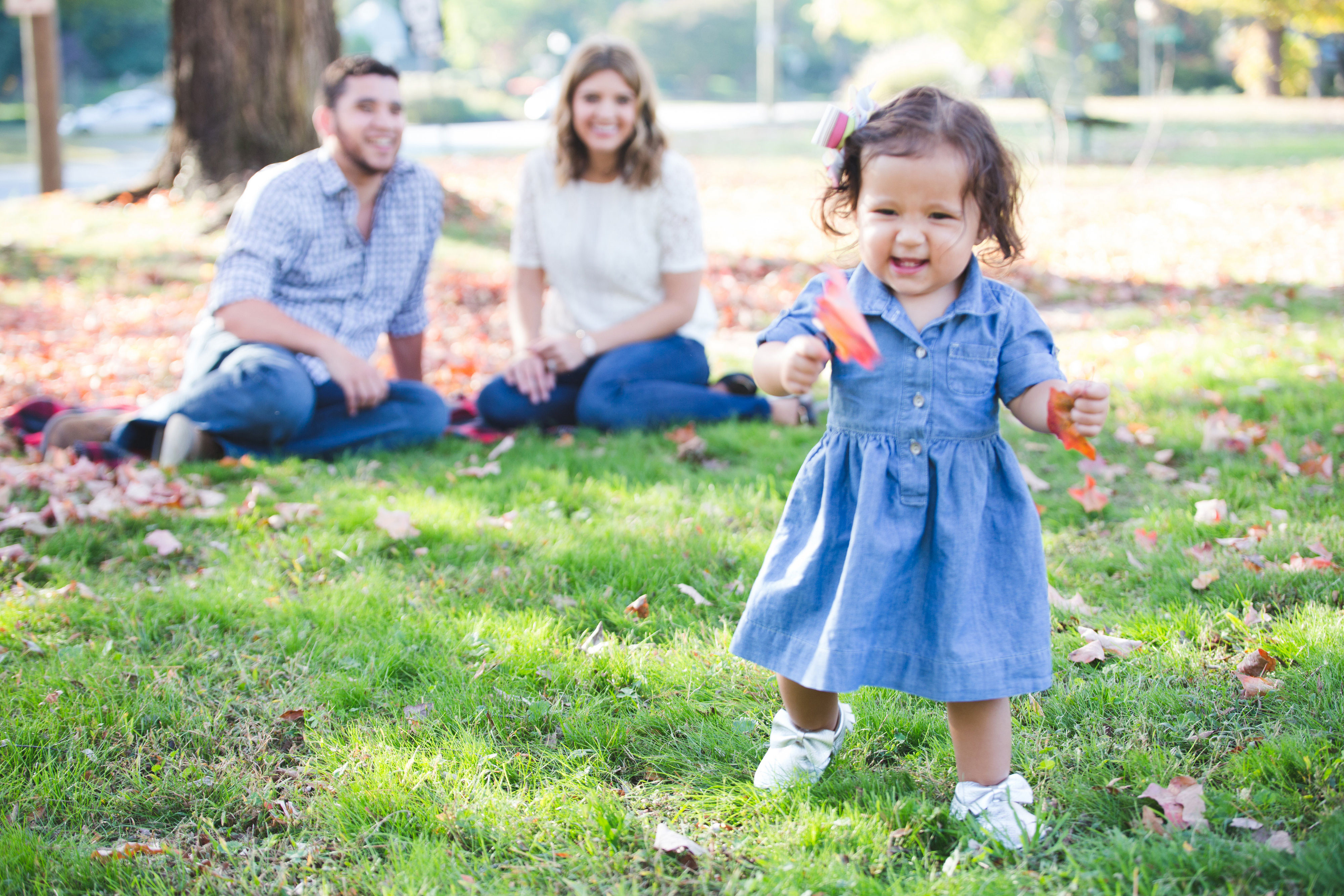 family photos with a toddler - tips for family photo outfits | www.bylaurenm.com