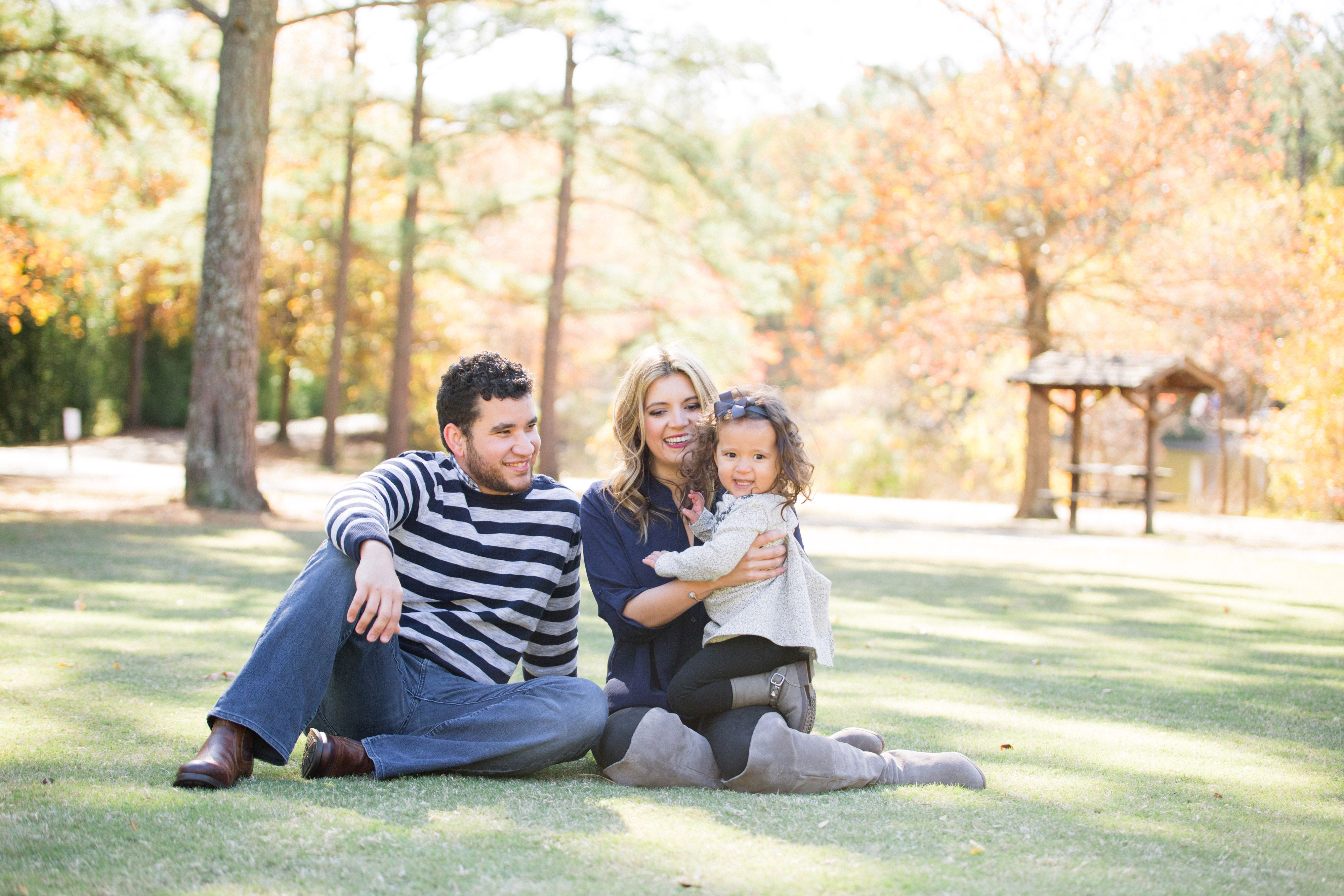 what to wear for family photos - family photo outfit tips | www.bylaurenm.com