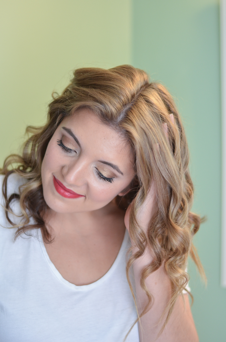 get beachy waves with the T3 curling wand | www.bylaurenm.com