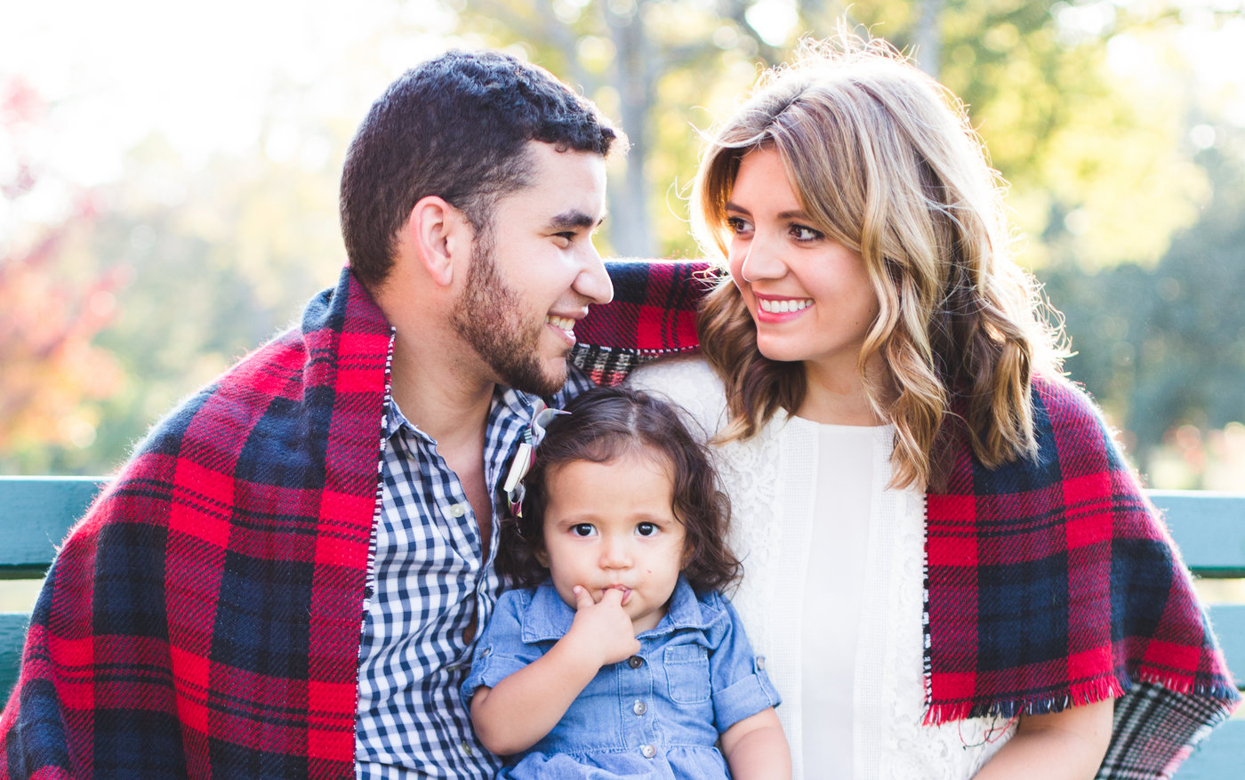 simple tips for family photo outfits - what to wear for family photos | www.bylaurenm.com