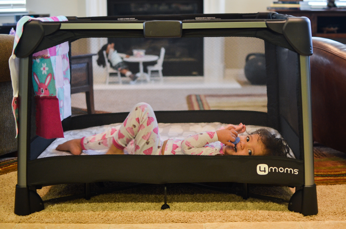 travel with toddlers - best travel crib! Click through to see more toddler travel essentials | www.bylaurenm.com