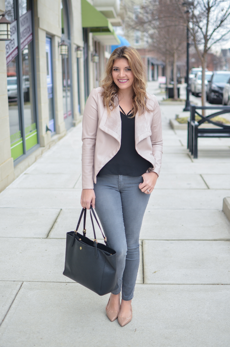 gray jeans with blush leather jacket outfit. Click through to see more casual outfits or to shop this look! | www.bylaurenm.com