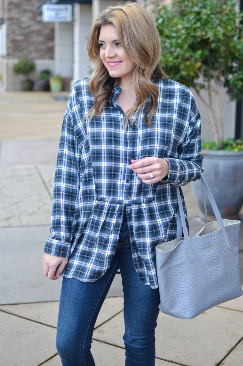 plaid tunic outfit - long plaid top with skinny jeans and white sneakers | Click through for more casual outfits or to shop this look! | www.bylaurenm.com