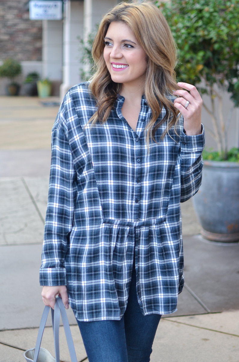 how wear a plaid tunic top - tunic with jeans outfit. Click through for more casual outfits or to shop this look! | www.bylaurenm.com