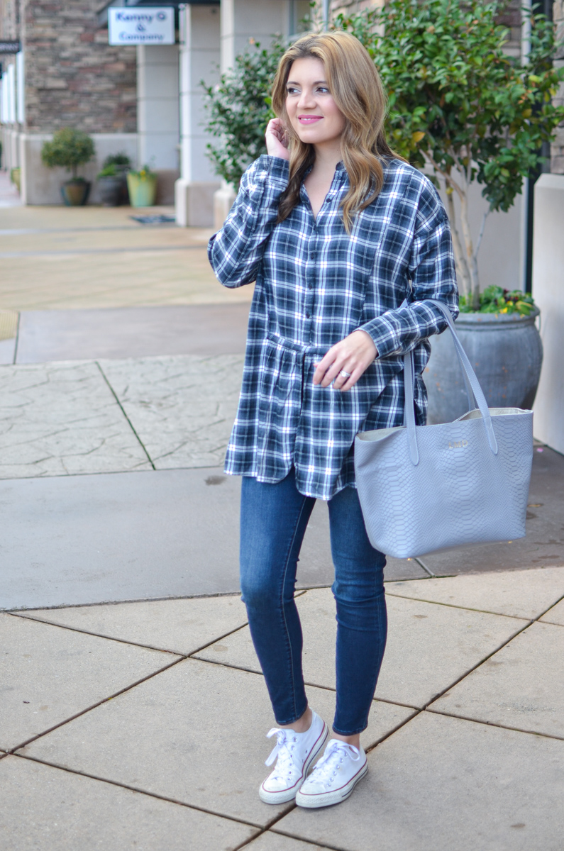 plaid tunic top outfit with skinny jeans and white converse. Click through for more casual outfits or to shop this look! | www.bylaurenm.com