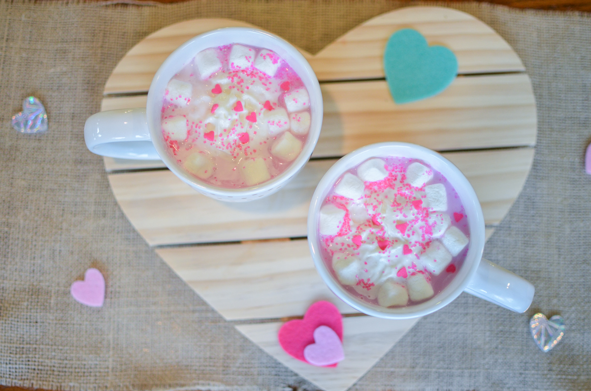 cute valentine's day recipe - try this adorable, tasty pink hot chocolate recipe! | www.bylaurenm.com
