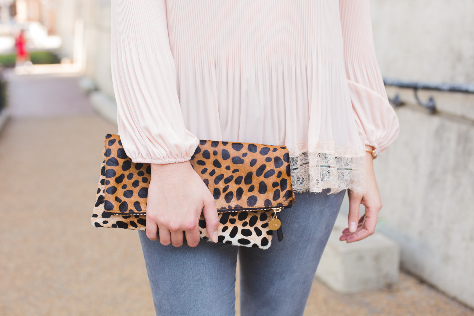 cheetah clutch outfit for Spring - Click through for more cute Spring outfits or to shop this look. ww.bylaurenm.com