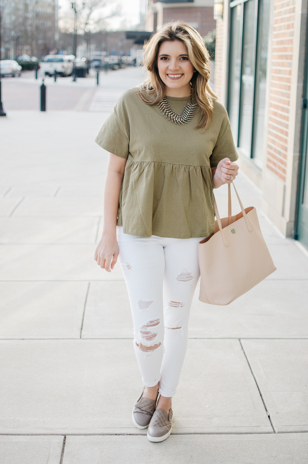 spring outfit mom style - casual mom outfit ideas. Click through for more cute casual outfits or to shop this look! bylaurenm.com