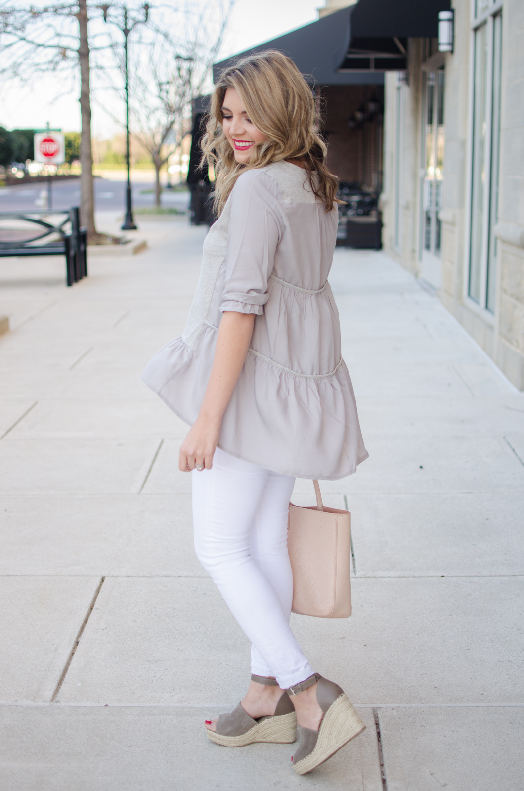 white jeans spring outfit with gray tee - Click through for more cute Spring outfits or to shop this look! bylaurenm.com