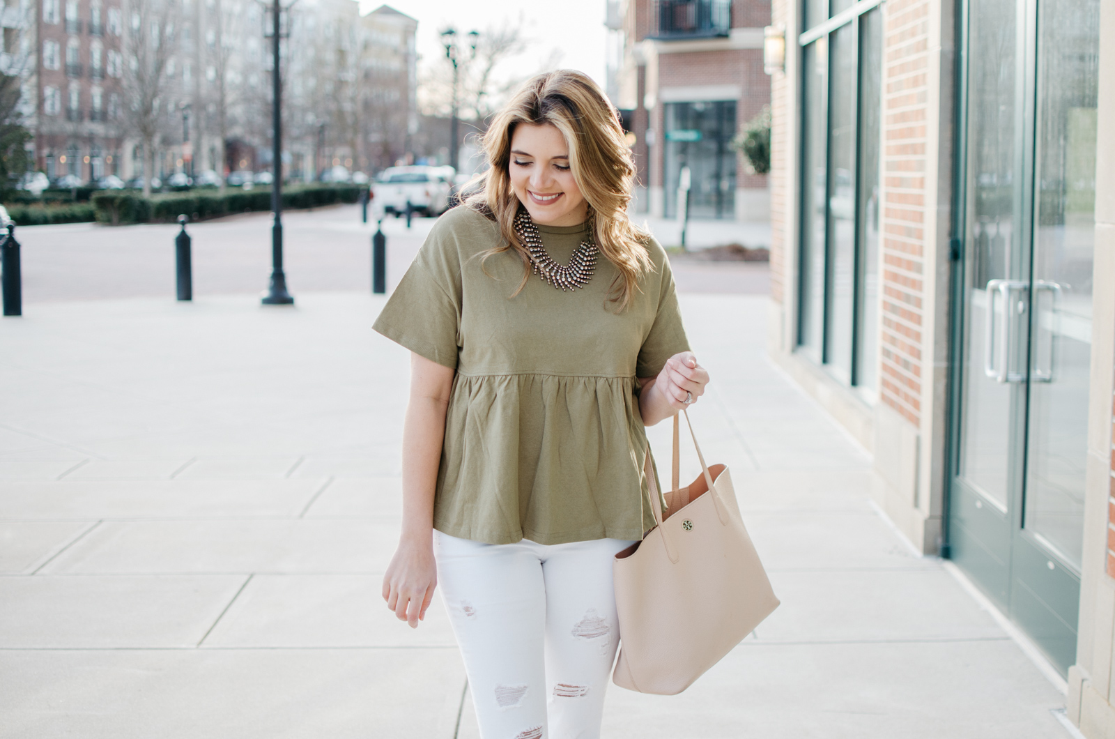 spring mom style - mom outfit ideas for Spring. Click through for more cute casual outfits or to shop this look! bylaurenm.com