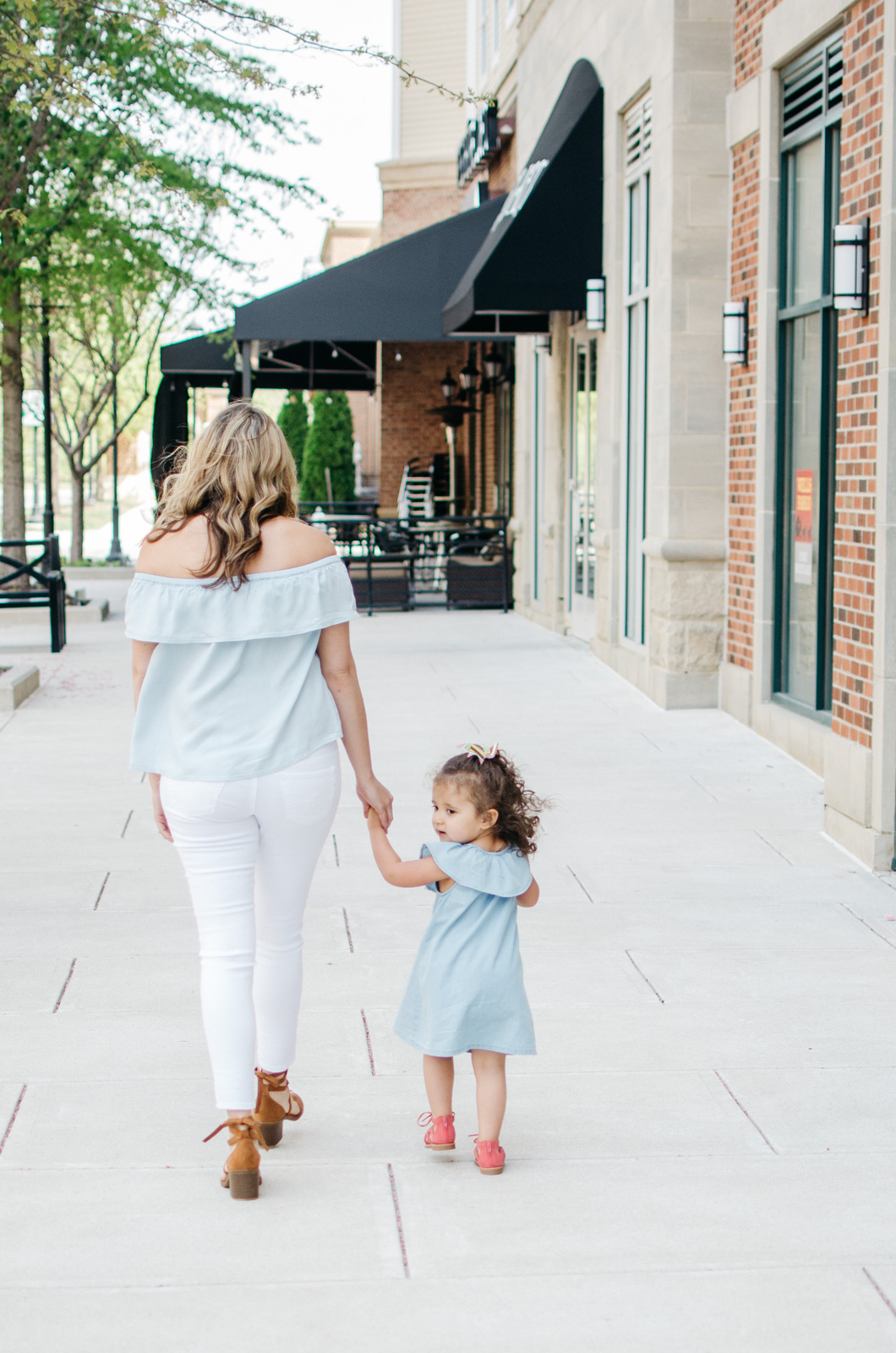 mommy daughter matching outfits spring | For more cute Spring outfit ideas, head to bylaurenm.com!