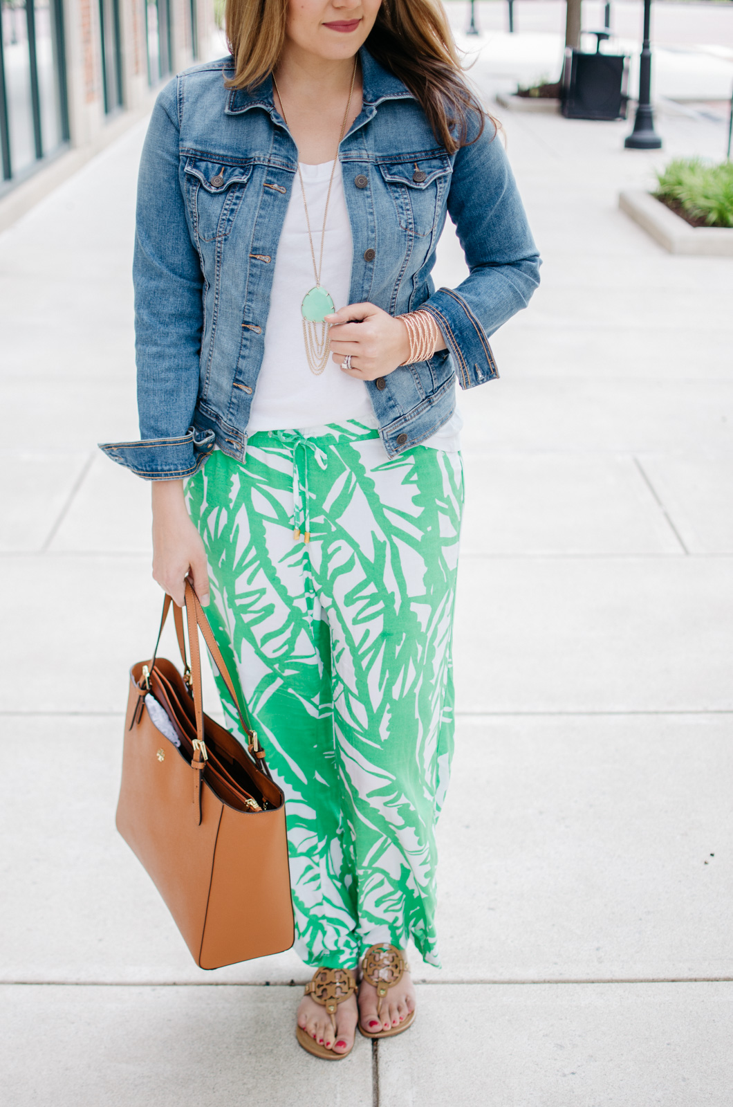 how wear printed pants - palm printed outfit | For more Spring and Summer outfits, head to bylaurenm.com!