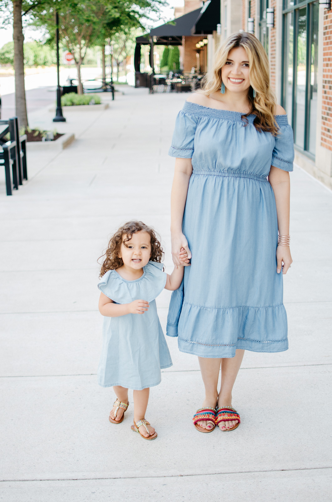 summer mommy daughter outfits - chambray dress | For more cute mom daughter outfits, head to bylaurenm.com!