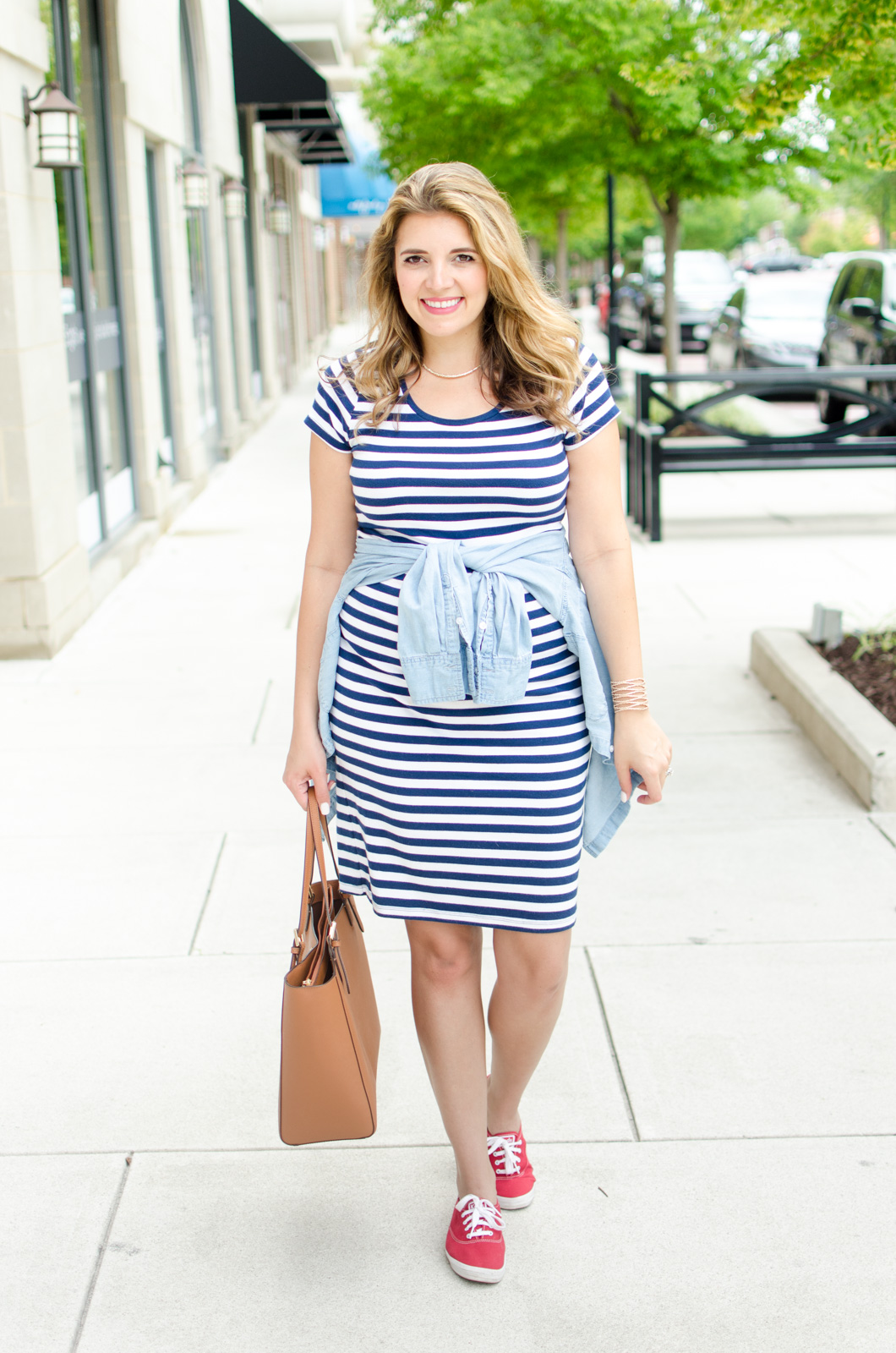 all american maternity - 4th of july maternity outfit | For more cute summer pregnancy outfits, head to bylaurenm.com