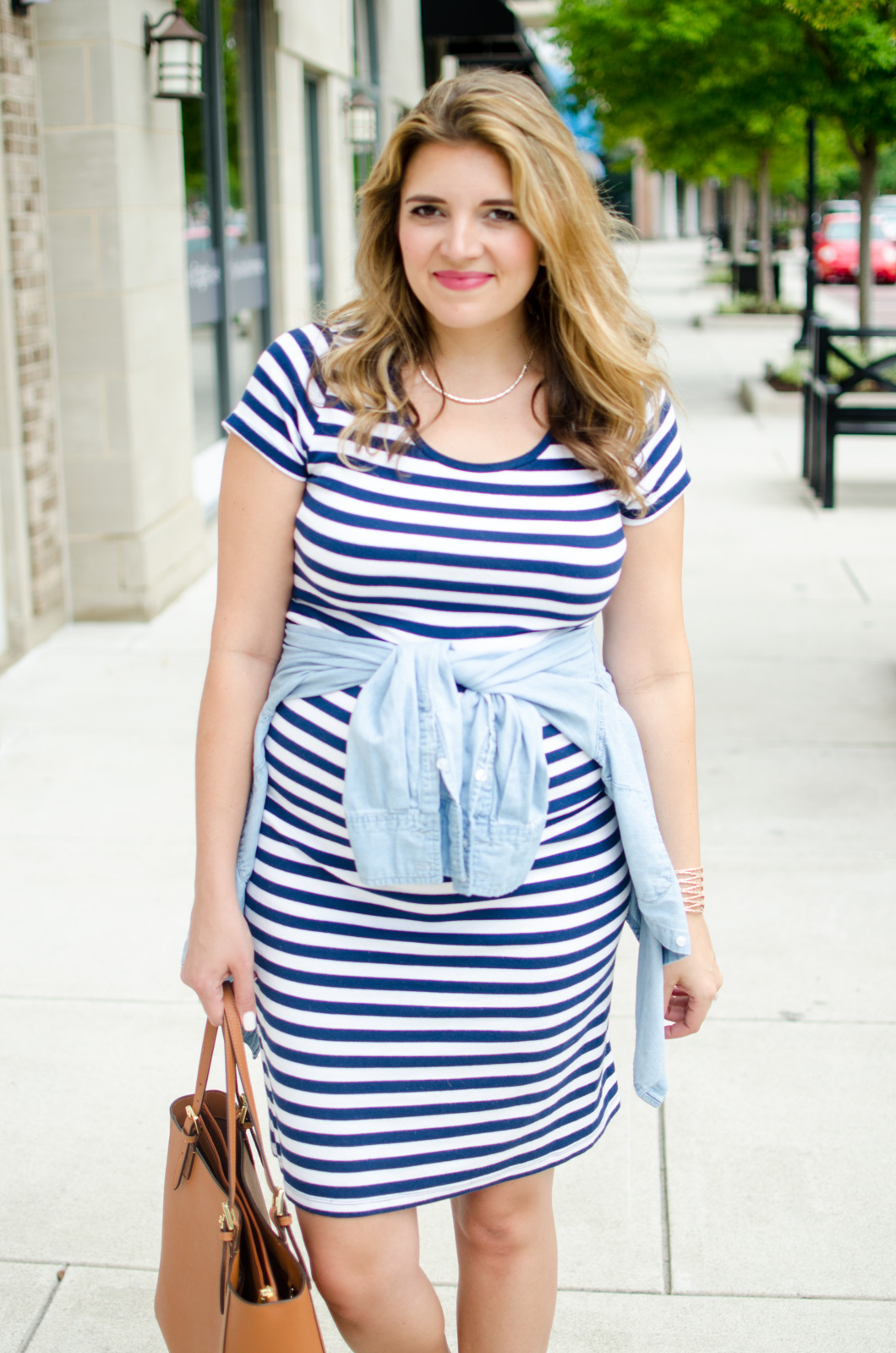 summer pregnancy red white and blue outfit | For more cute summer pregnancy outfits, head to bylaurenm.com