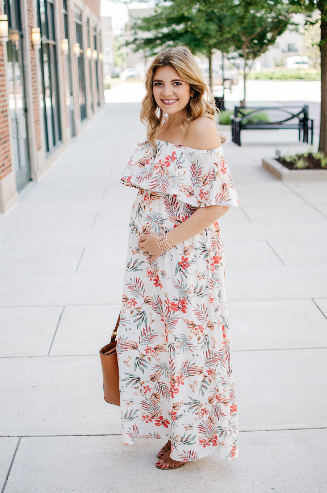 pregnancy outfits for summer - palm print maxi | For more cute pregnancy outfits, head to bylaurenm.com!