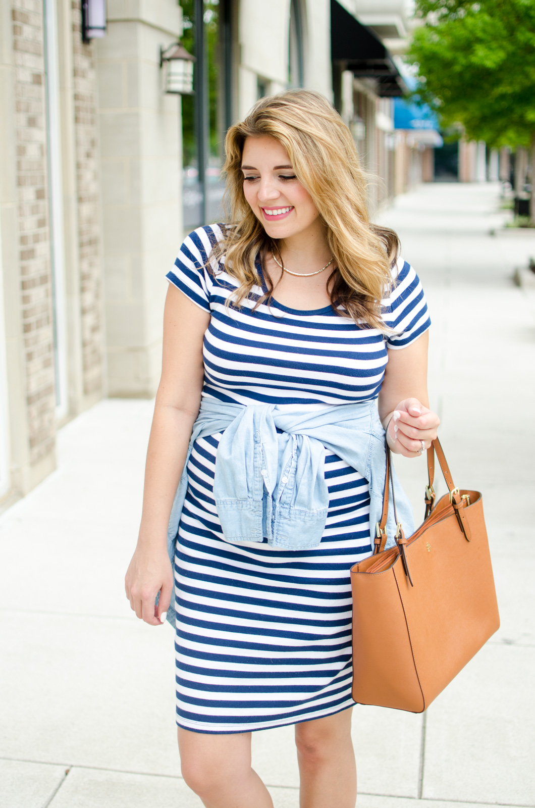 4th of july maternity outfit - what to wear 4th of july pregnant | For more cute summer pregnancy outfits, head to bylaurenm.com