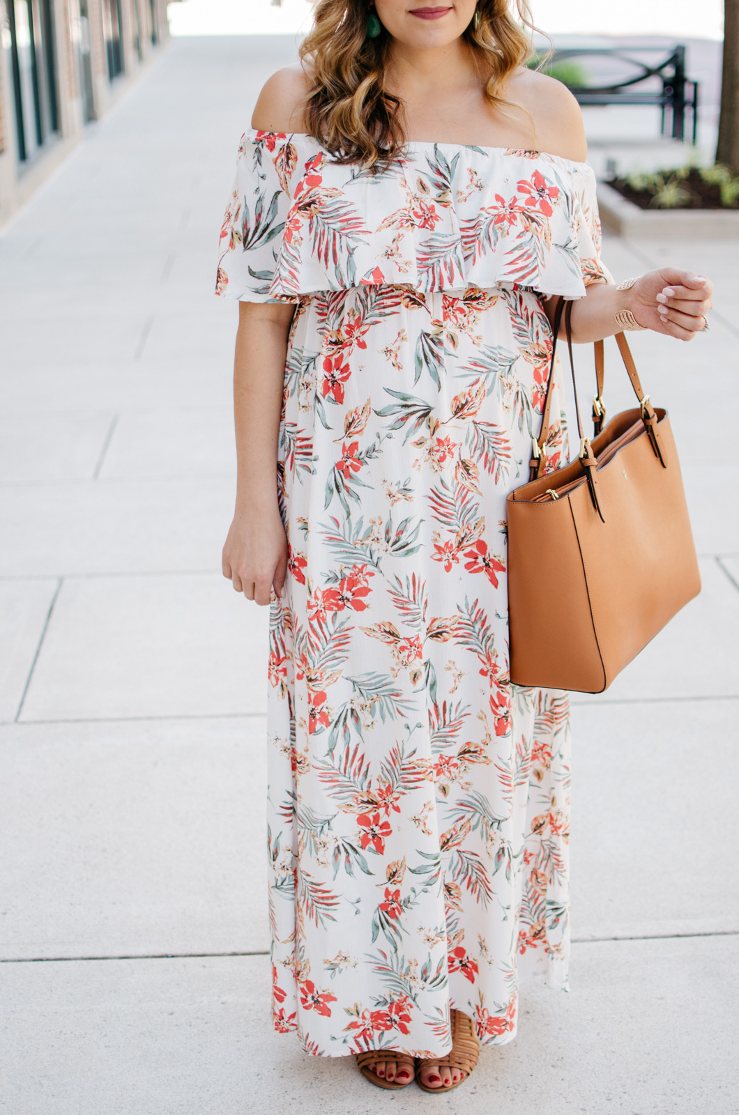 bump outfits - palm print maxi | For more cute pregnancy outfits, head to bylaurenm.com!