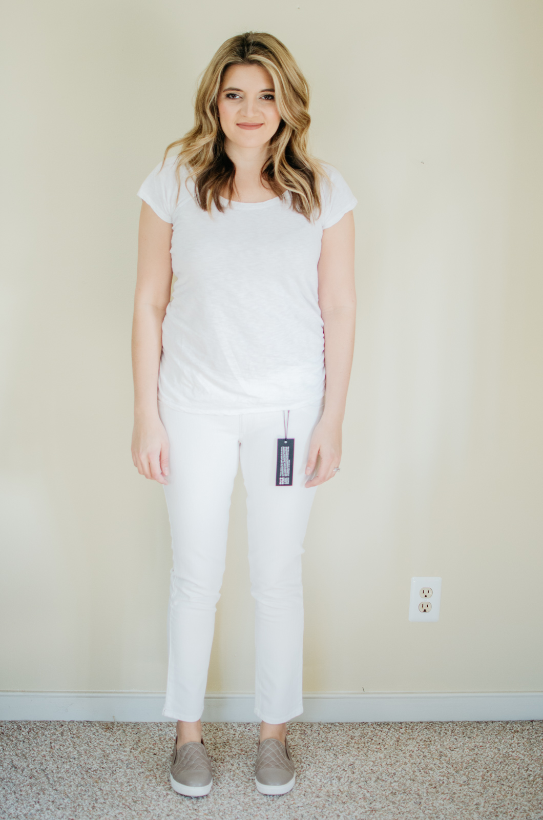 DL1961 maternity jeans review | See reviews of over 15 maternity jeans brands by clicking through to this post! | bylaurenm.com