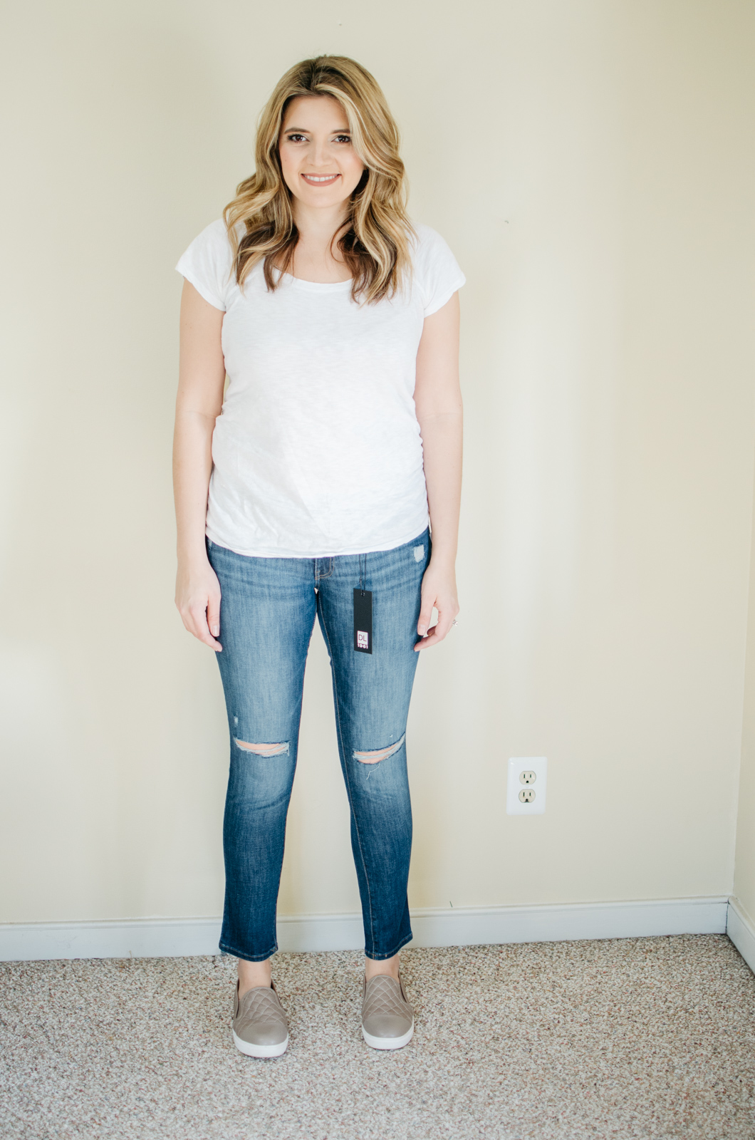 DL1961 maternity jeans - the best maternity jeans reviews | See reviews of over 15 maternity jeans brands by clicking through to this post! | bylaurenm.com