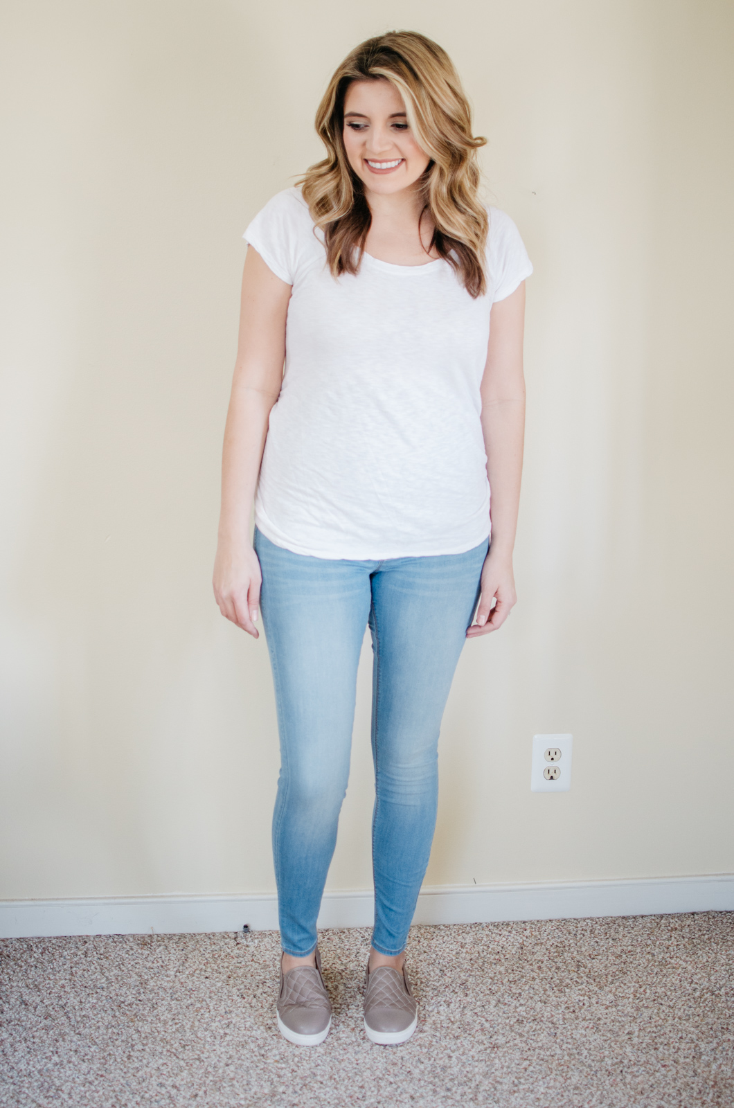 H&M Maternity Jeans reviews - H&M Mama super skinny | | See reviews of over 15 maternity jeans brands by clicking through to this post! | bylaurenm.com