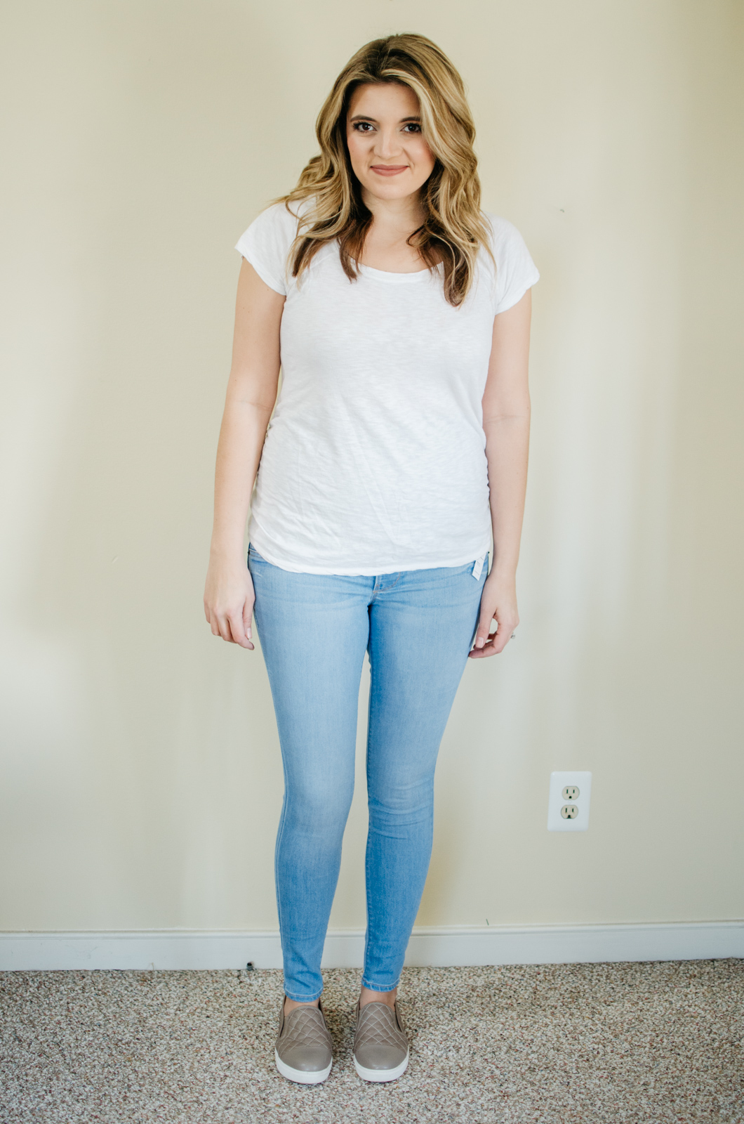Old Navy Maternity Jeans Review | See reviews of over 15 maternity jeans brands by clicking through to this post! | bylaurenm.com