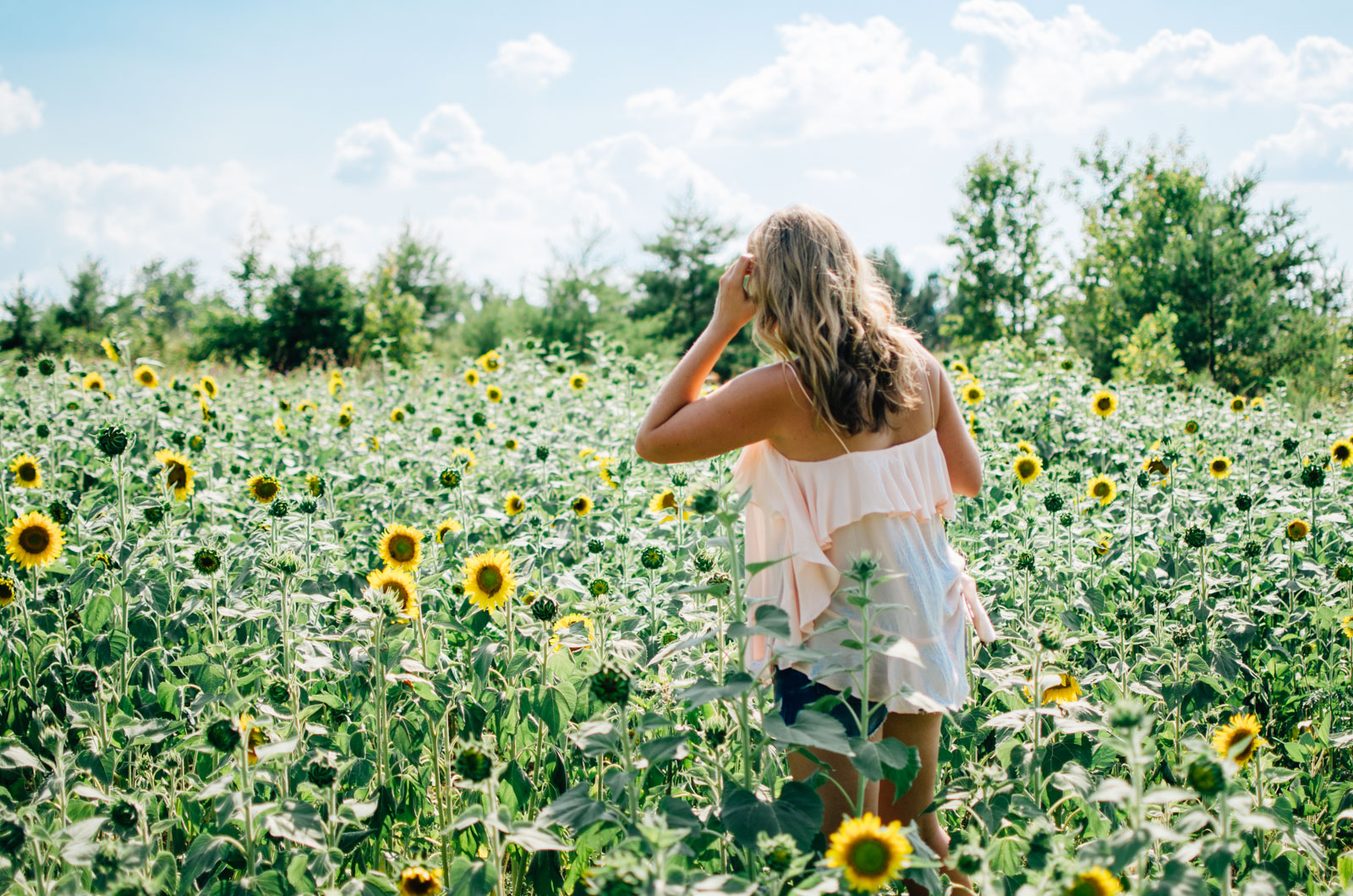 boho summer style - sunflower picking | For more cute summer outfits, head to bylaurenm.com