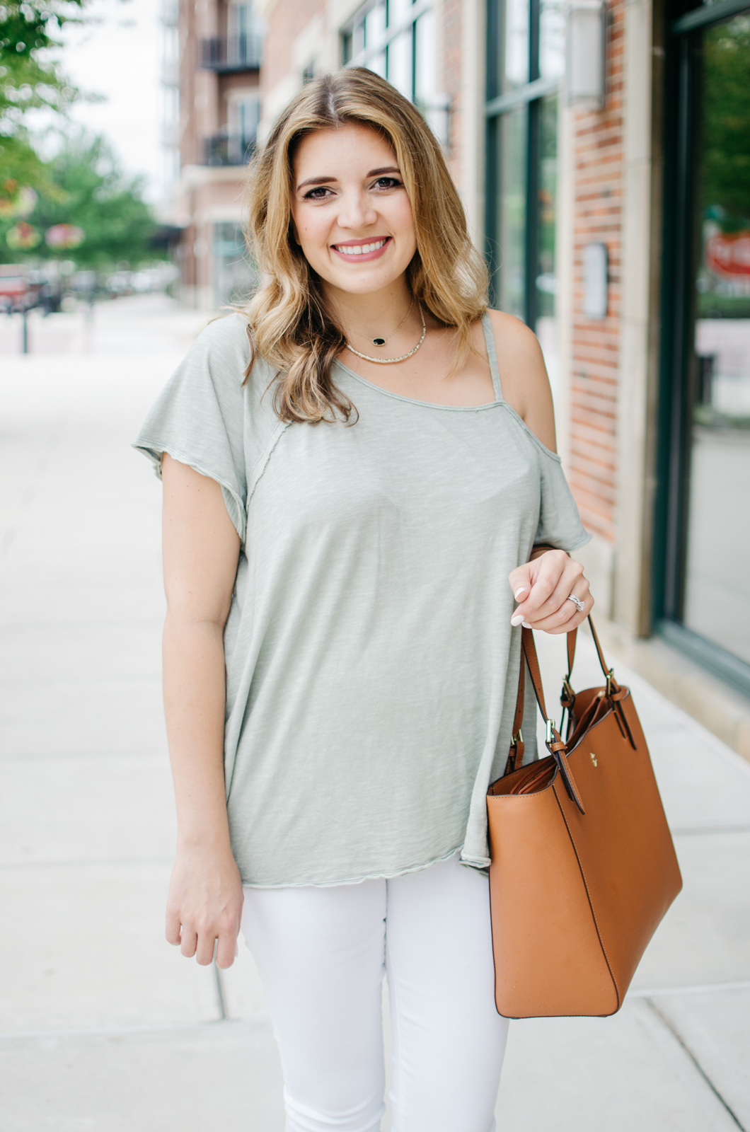 white jeans and a tee summer outfit | For more cute summer outfit ideas, head to bylaurenm.com!