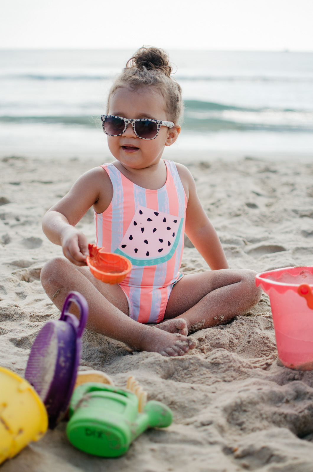 beach packing list for toddlers - top five tips for hitting the beach with toddlers! bylaurenm.com