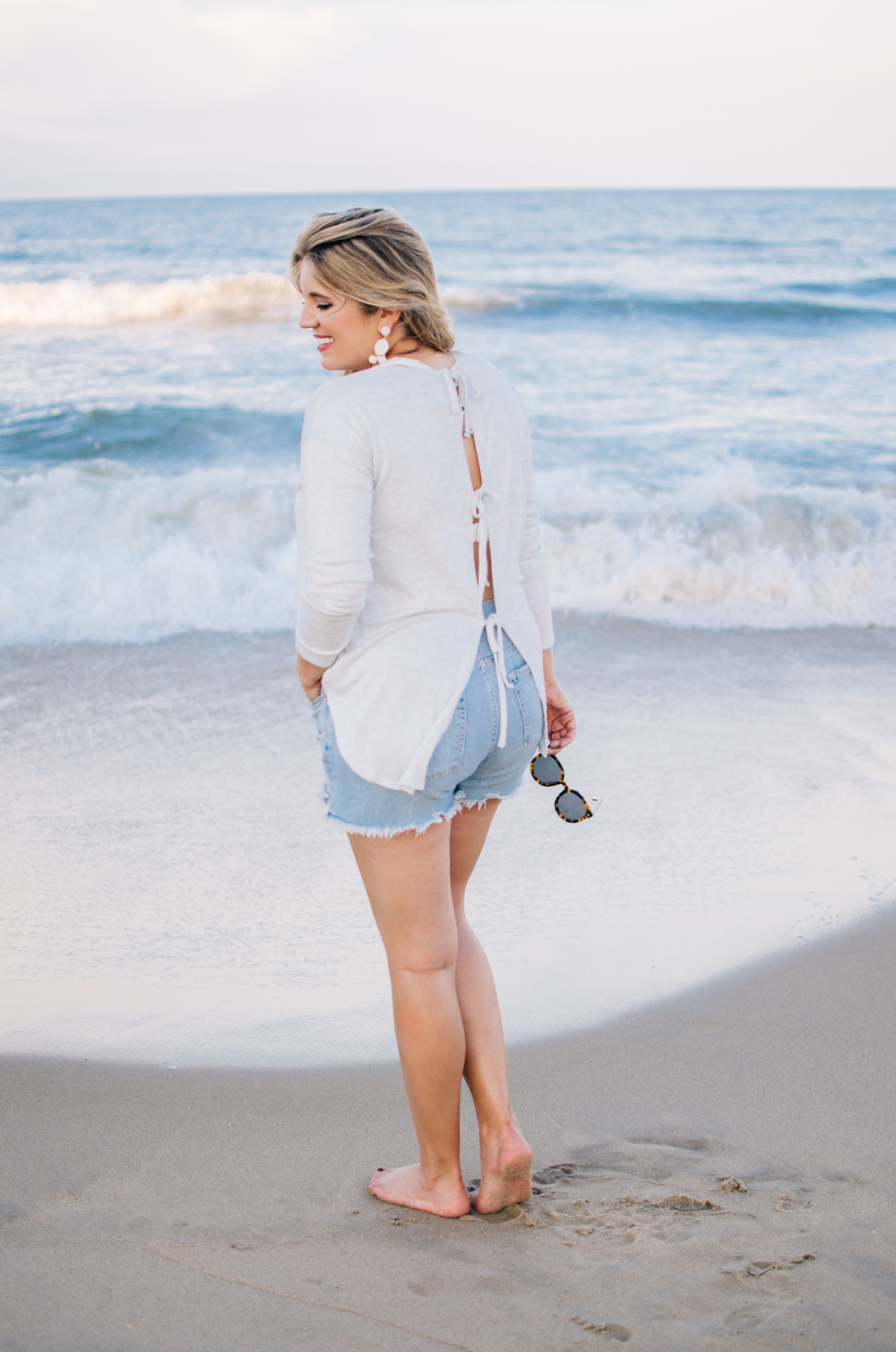 cute outfits for the beach - long sleeve bow back top | For more cute Summer style, see bylaurenm.com