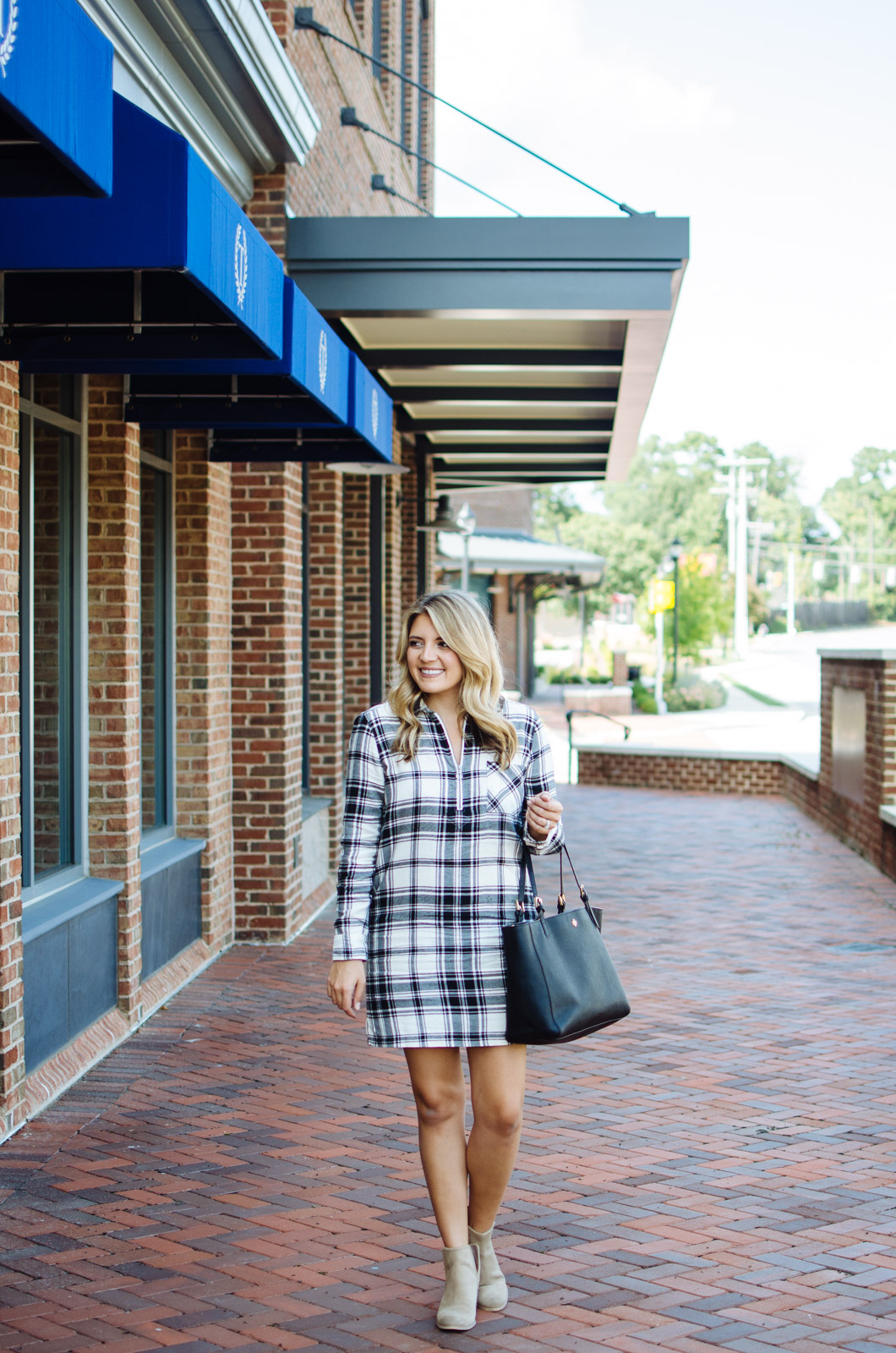 fall outfit ideas - flannel plaid dress outfit | For the cutest Fall outfits click through to bylaurenm.com!