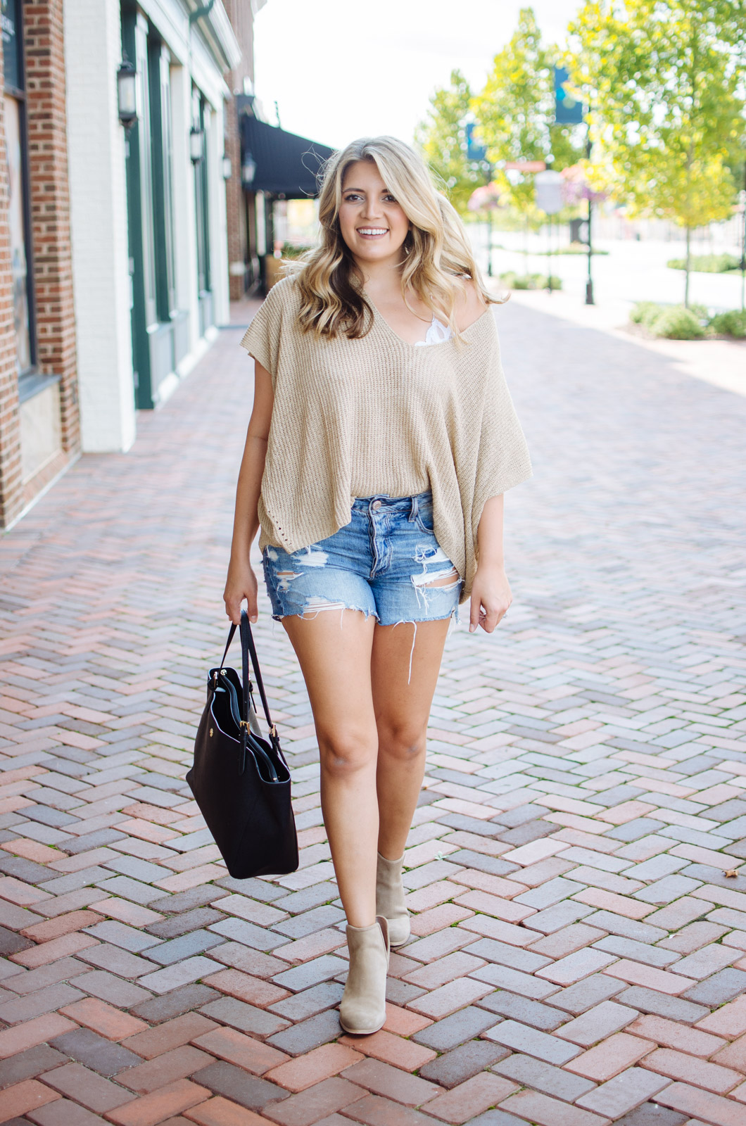 how wear a draped sweater - short sleeve draped sweater | For more fall transition outfits, go to bylaurenm.com!