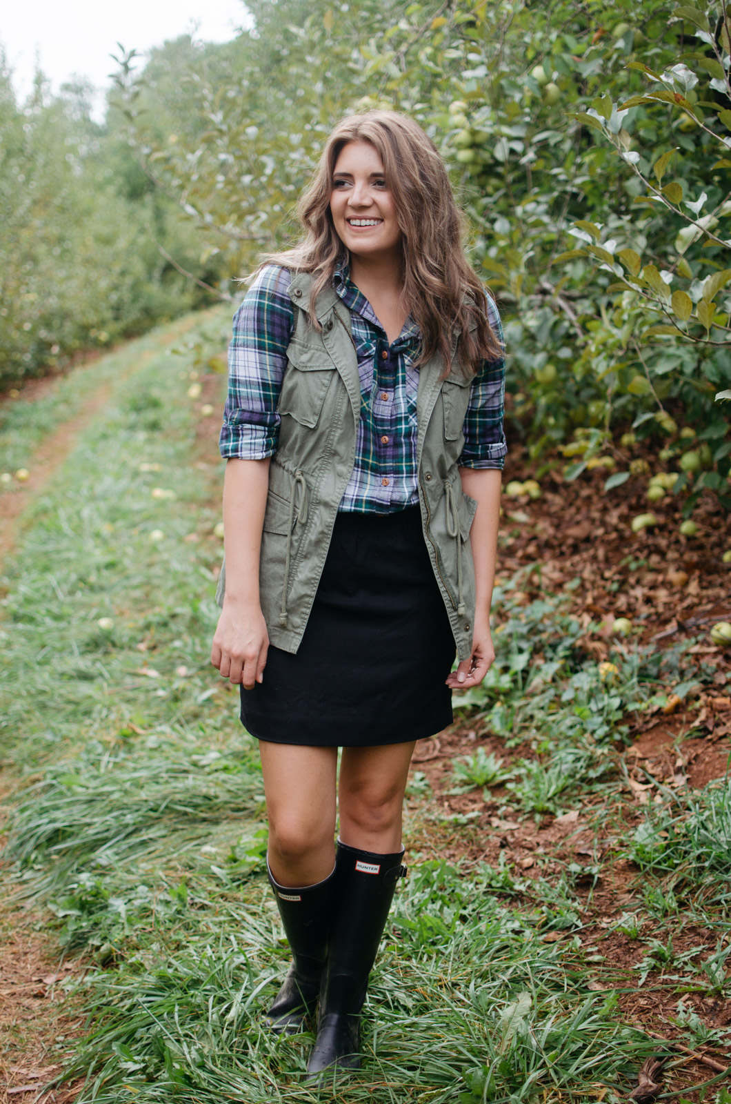 cute apple picking outfit - fall outfit hunter boots | For more Fall outfit ideas, head to bylaurenm.com!