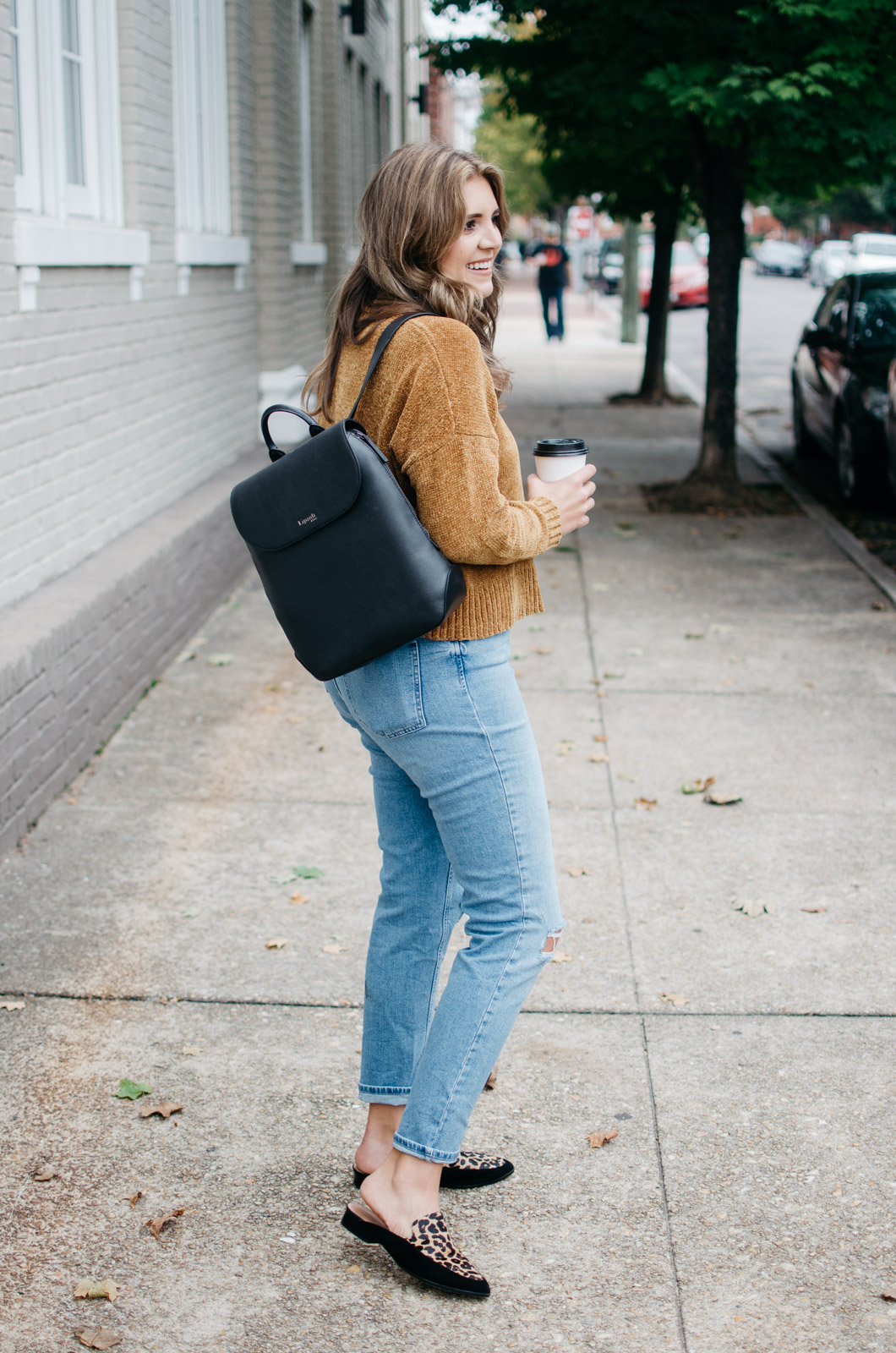 mom jeans fall outfit - fall 2017 outfits | See more trendy fall outfits at bylaurenm.com!