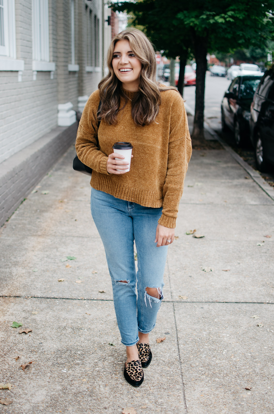 must-have jeans for fall: how to wear mom jeans | See more trendy fall outfits at bylaurenm.com!