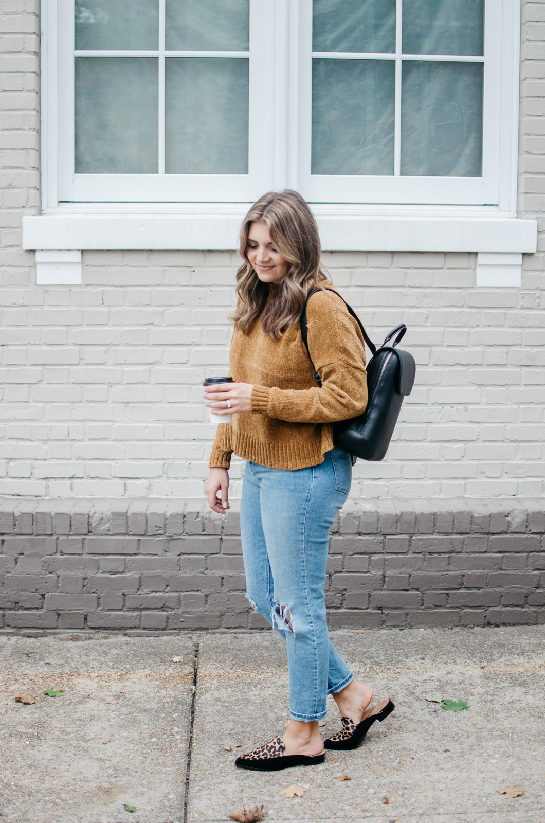 how wear mom jeans - mom jeans fall outfit | See more trendy fall outfits at bylaurenm.com!