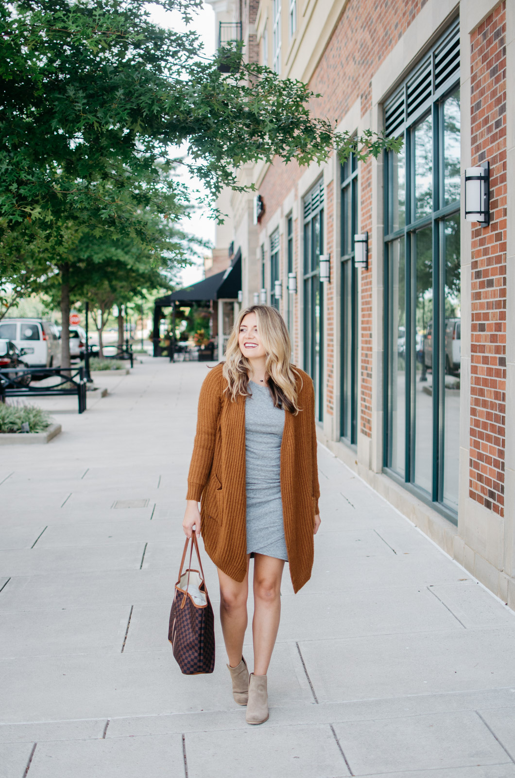 ruched dress outfit ideas - how wear ruched dress casually | Click through to see how to wear this dress for date night! bylaurenm.com