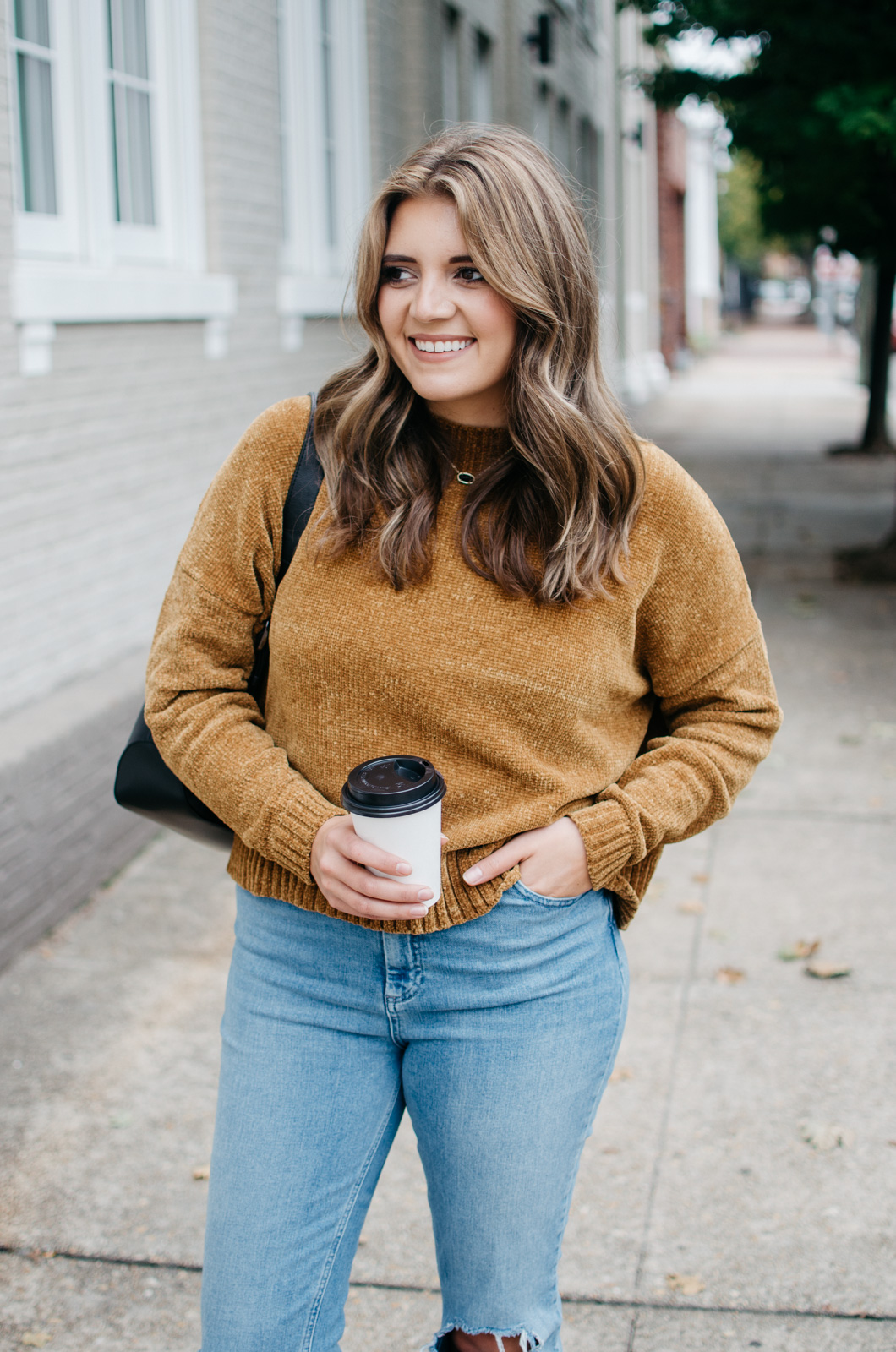 fall 2017 outfits - how to wear mom jeans | See more trendy fall outfits at bylaurenm.com!