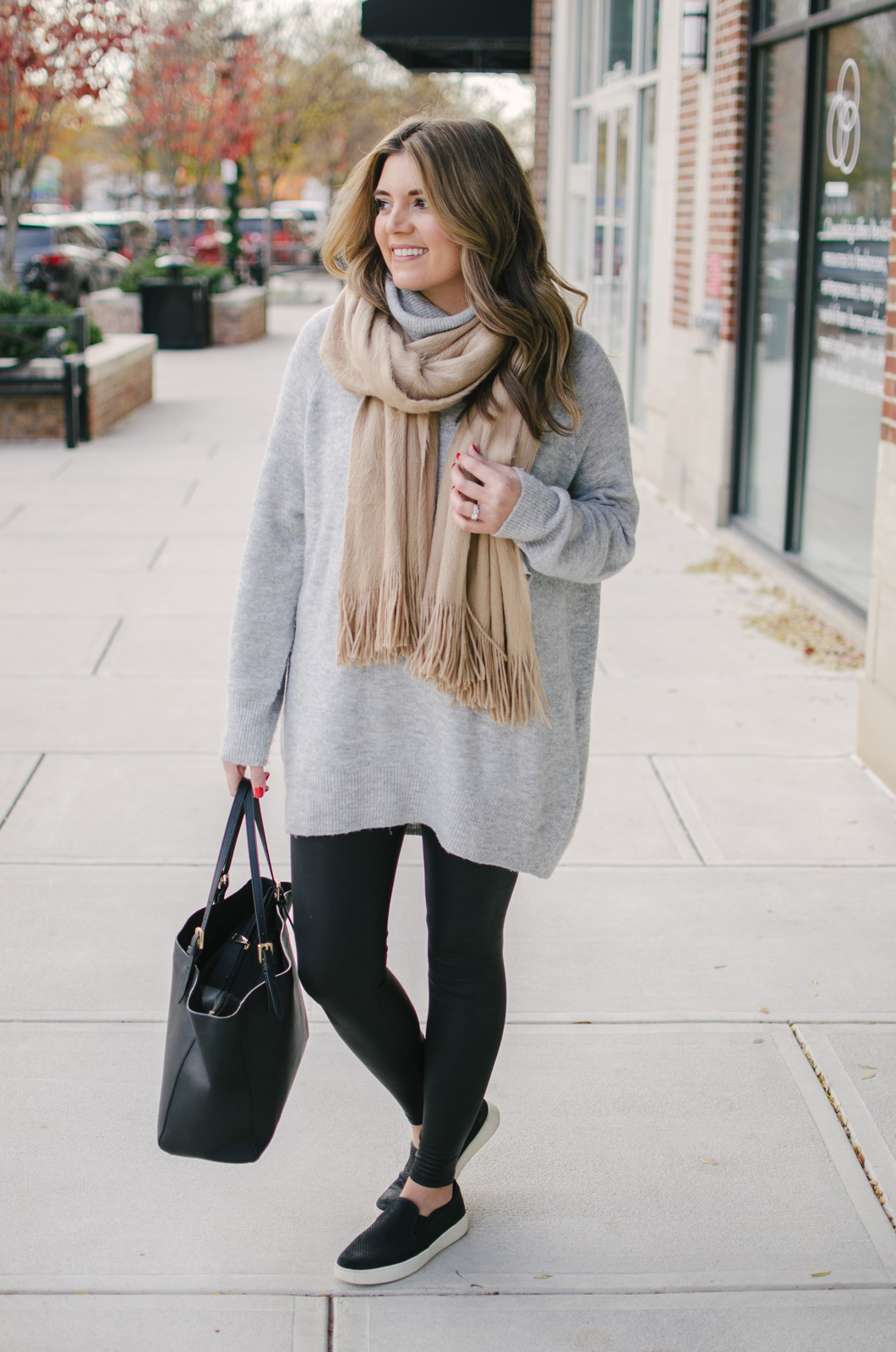 casual leggings outfit winter - best long sweater for leggings! | For more casual Winter outfits, click through to bylaurenm.com!