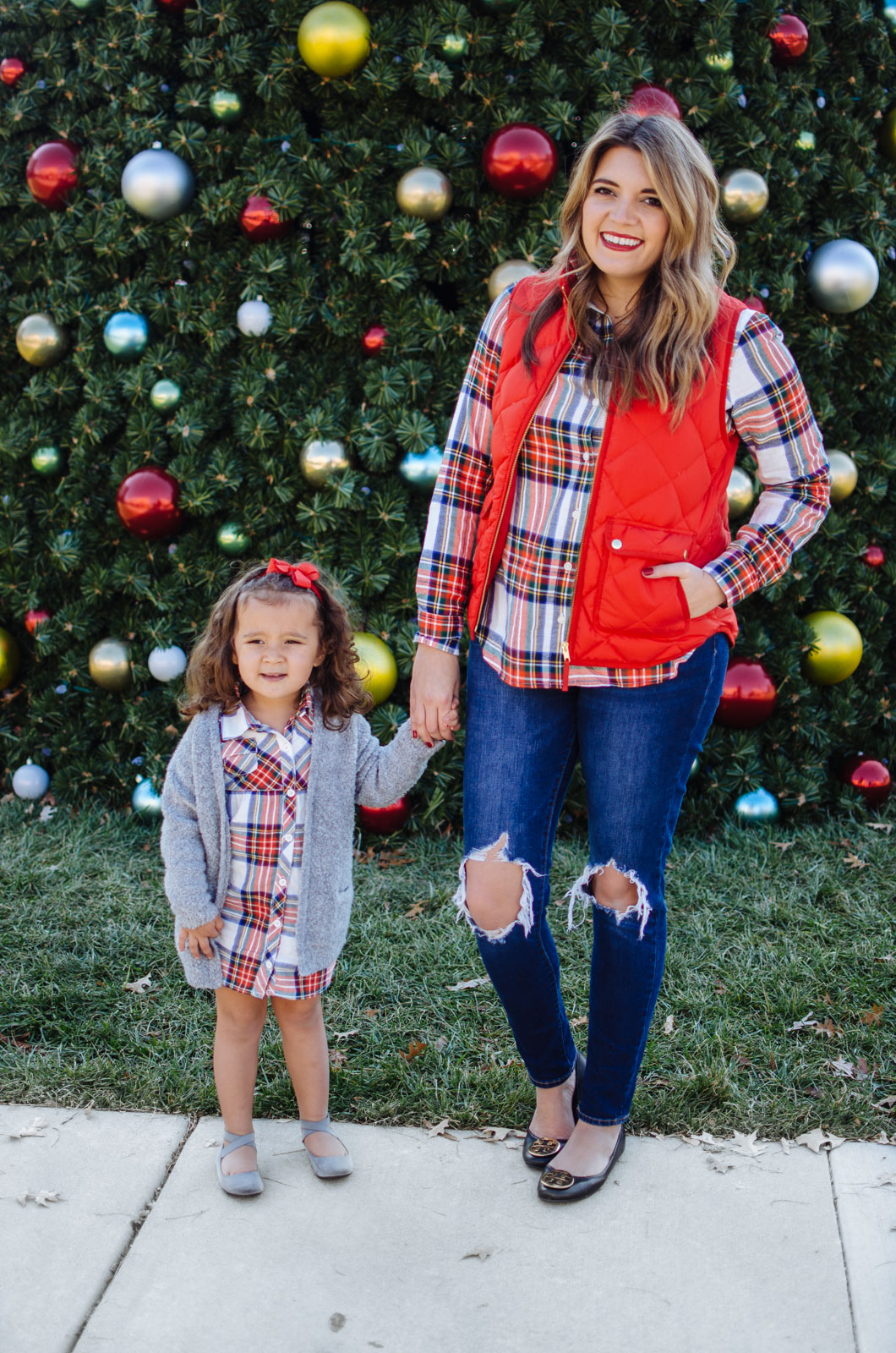mommy and me outfits for christmas - the cutest family christmas outfits Get all the outfit details at bylaurenm.com!
