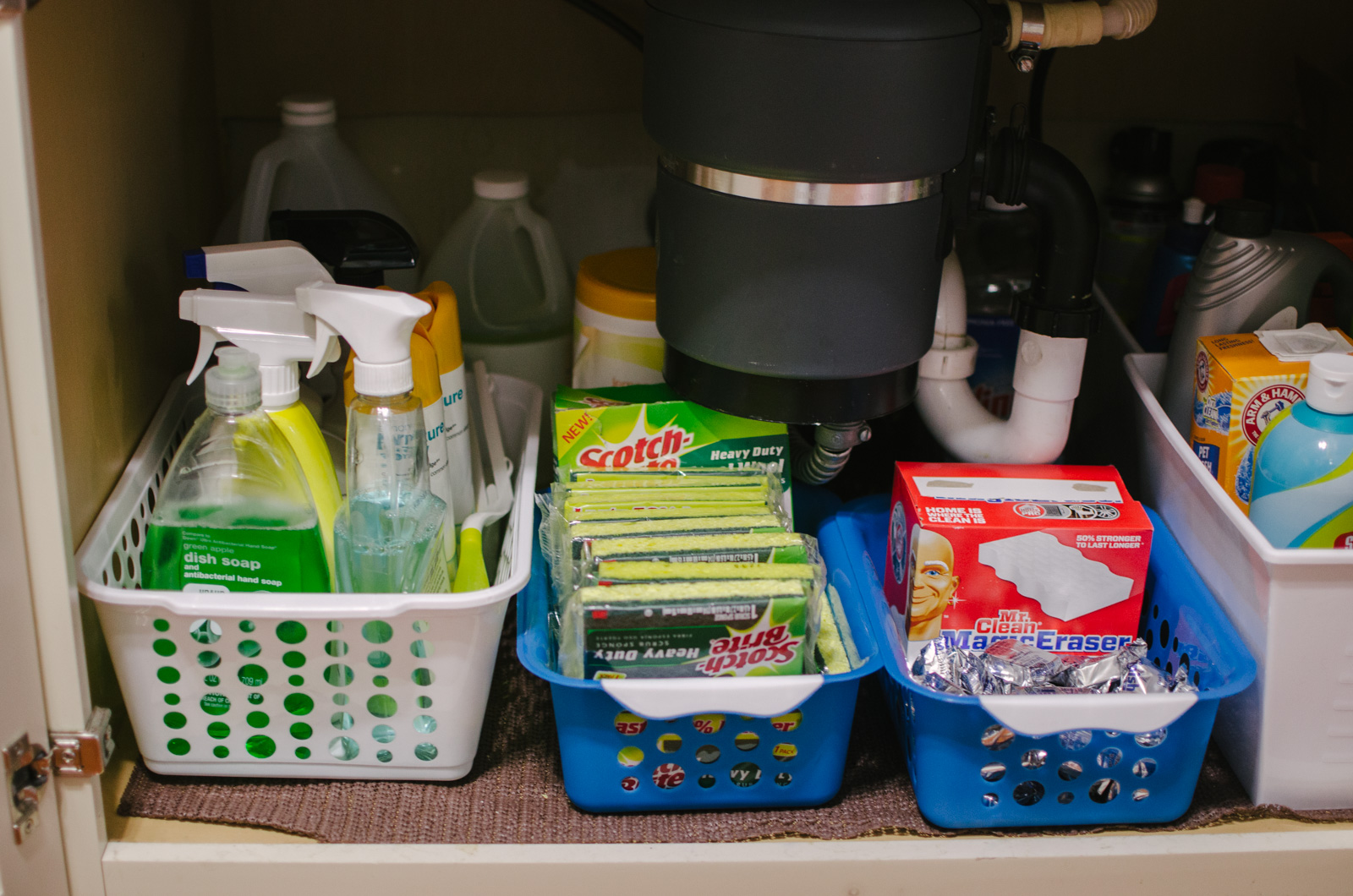kitchen organization diy dollar store - easy $5 diy organization! You're going to love this kitchen organization before and after! Spend $5 and completely revamp your under sink cabinets! | bylaurenm.com