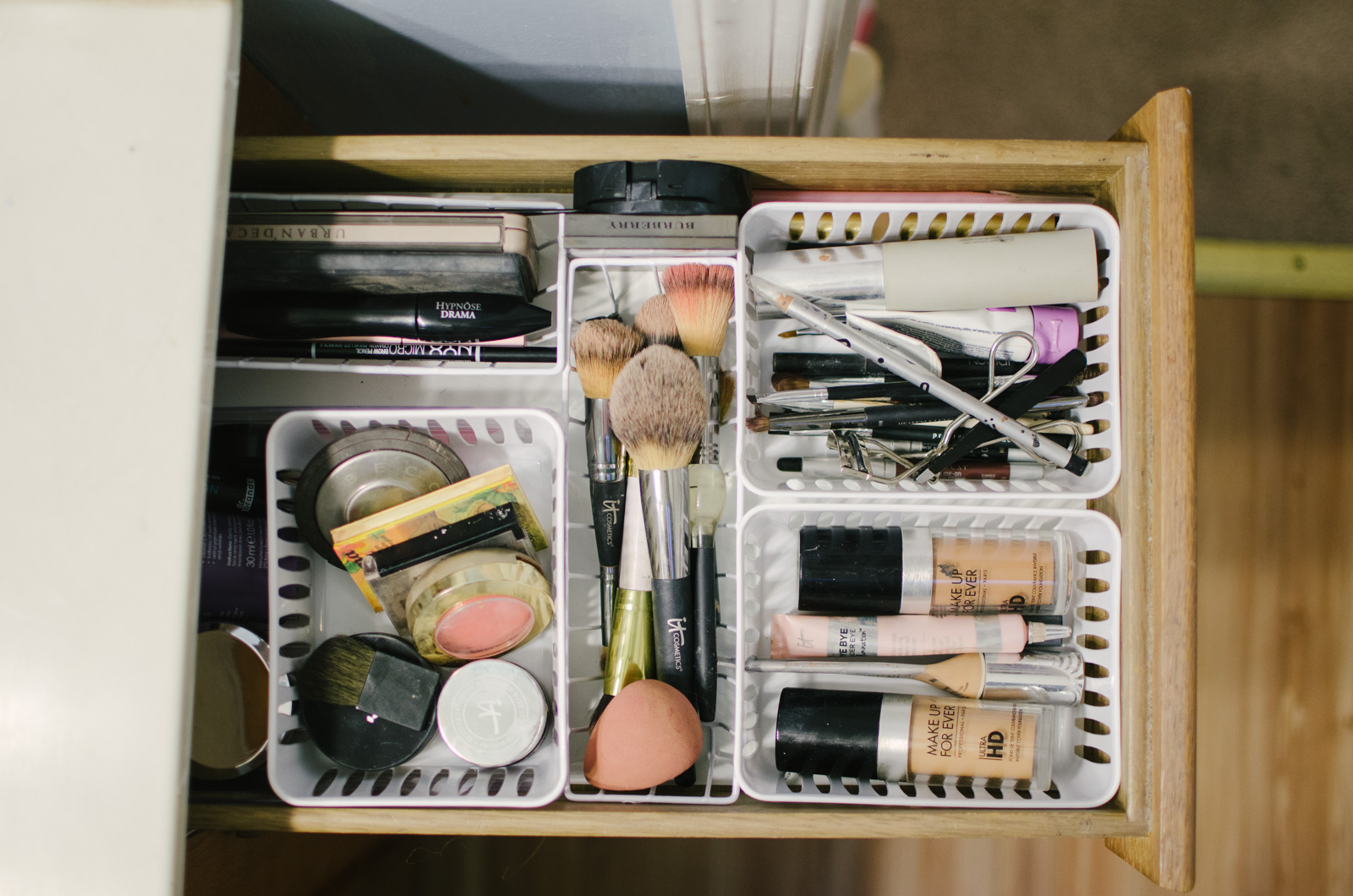 diy makeup drawer organization dollar store | Come see how to quickly and easily organize your makeup drawer for less than $5! bylaurenm.com