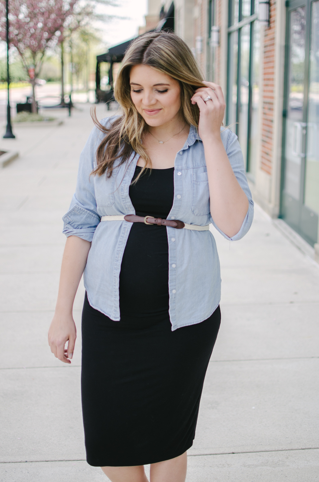 belted top maternity outfit | Sharing three ways to wear a chambray top during pregnancy. Click through for all three looks! bylaurenm.com!
