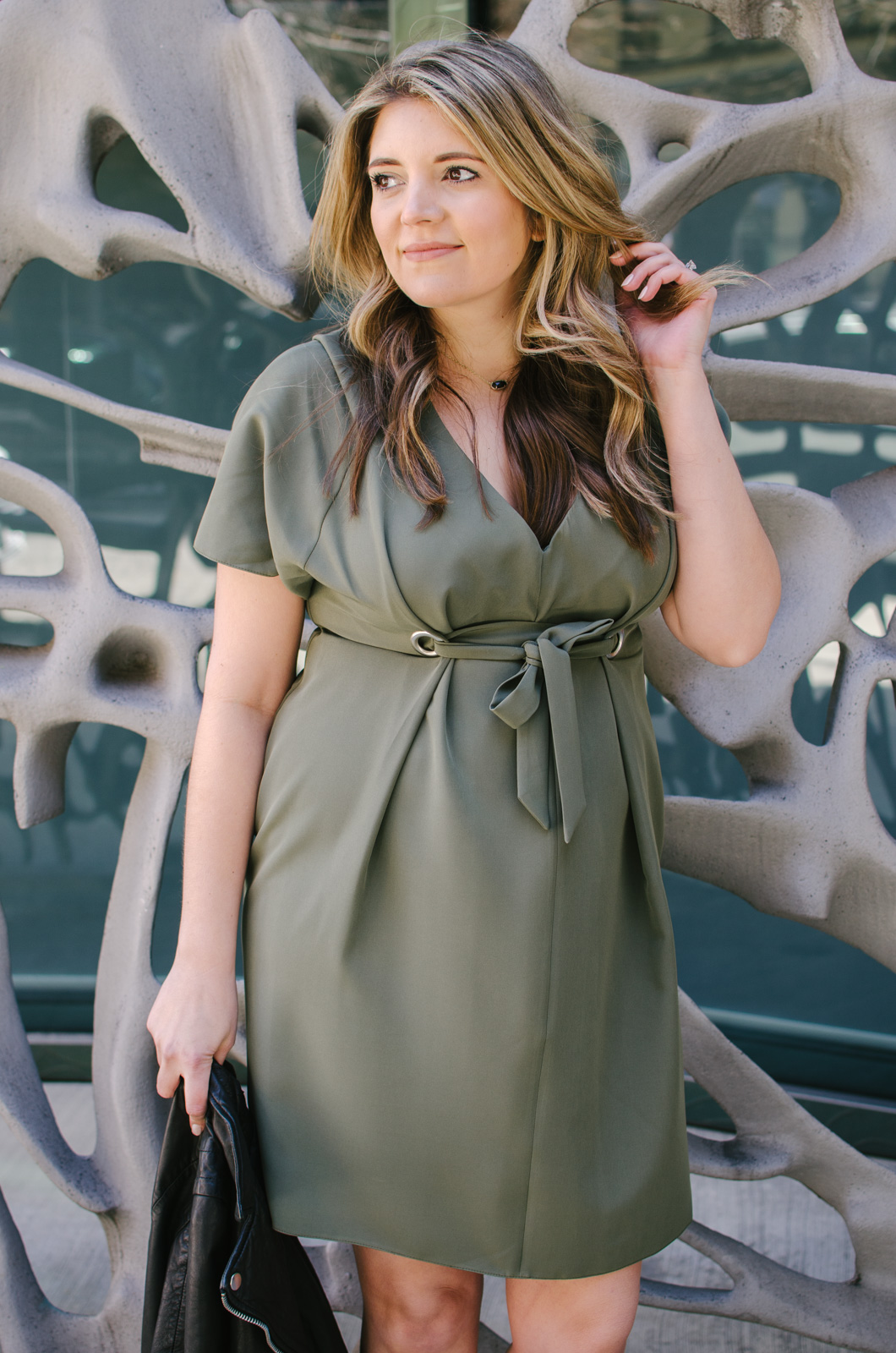maternity date night outfit - what to wear date night pregnancy | See more cute maternity outfits at bylaurenm.com!