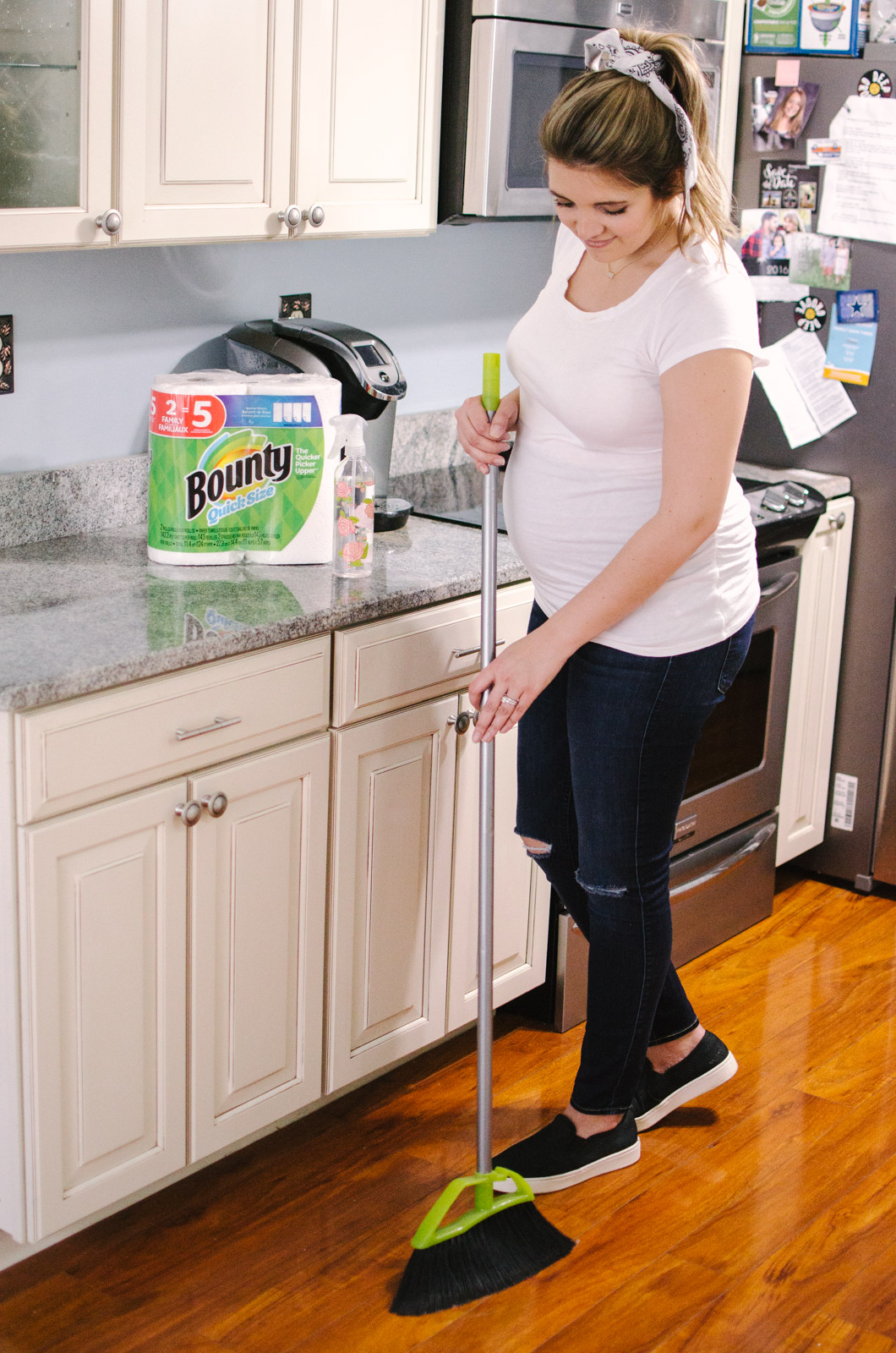 spring cleaning - weekly home cleaning schedule: what rooms to clean each day to always have a clean home! bylaurenm.com