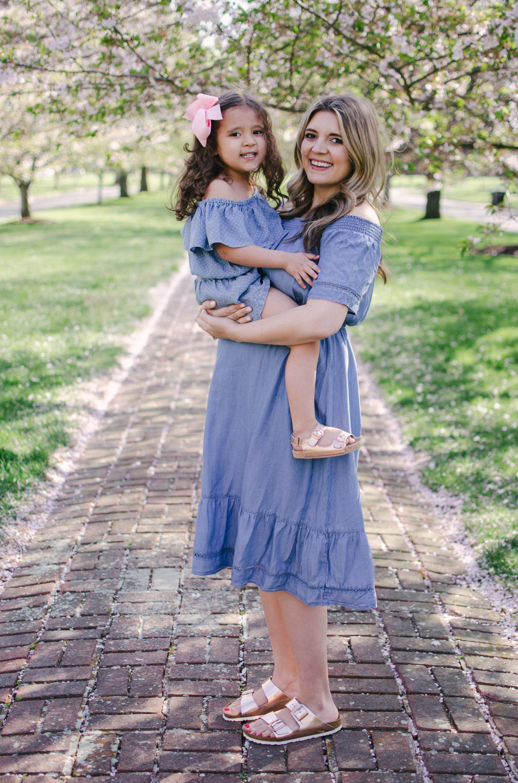 mommy and me spring matching outfits - mother daughter chambray dresses | For more mommy and me outfits, see bylaurenm.com!