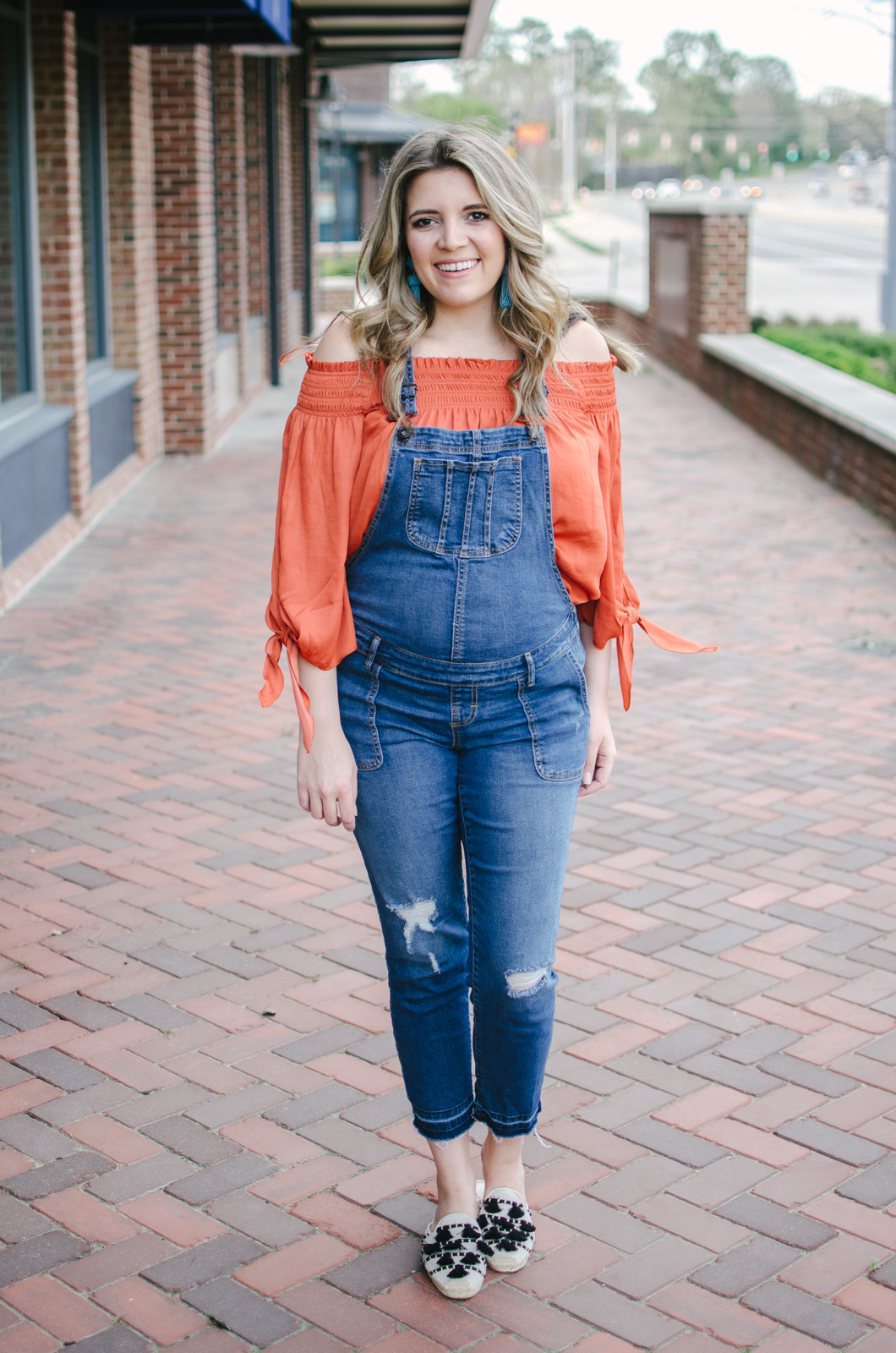 spring overalls outfit pregnancy - how wear overalls during pregnancy | bylaurenm.com